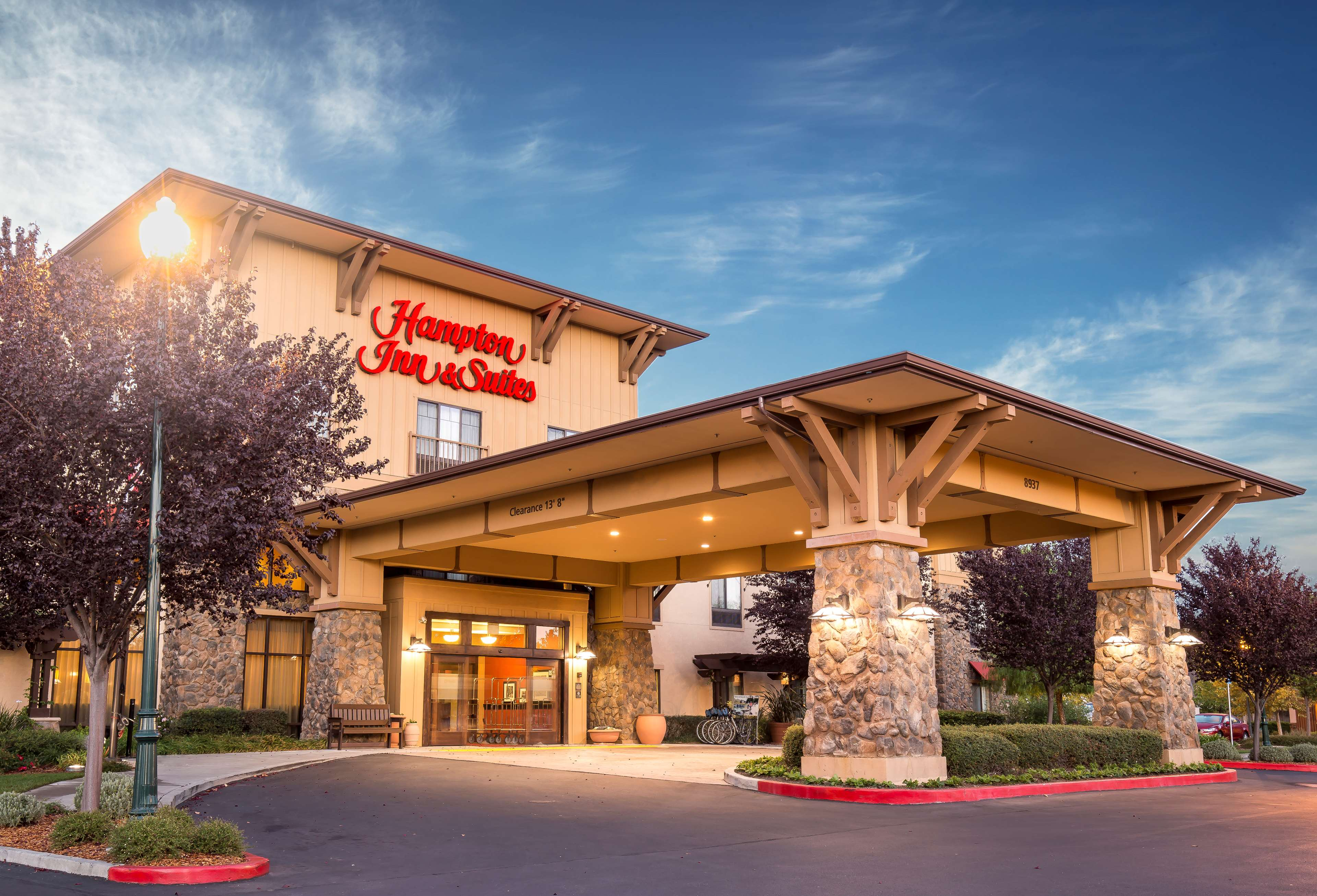 Hampton Inn & Suites Windsor - Sonoma Wine Country image 0