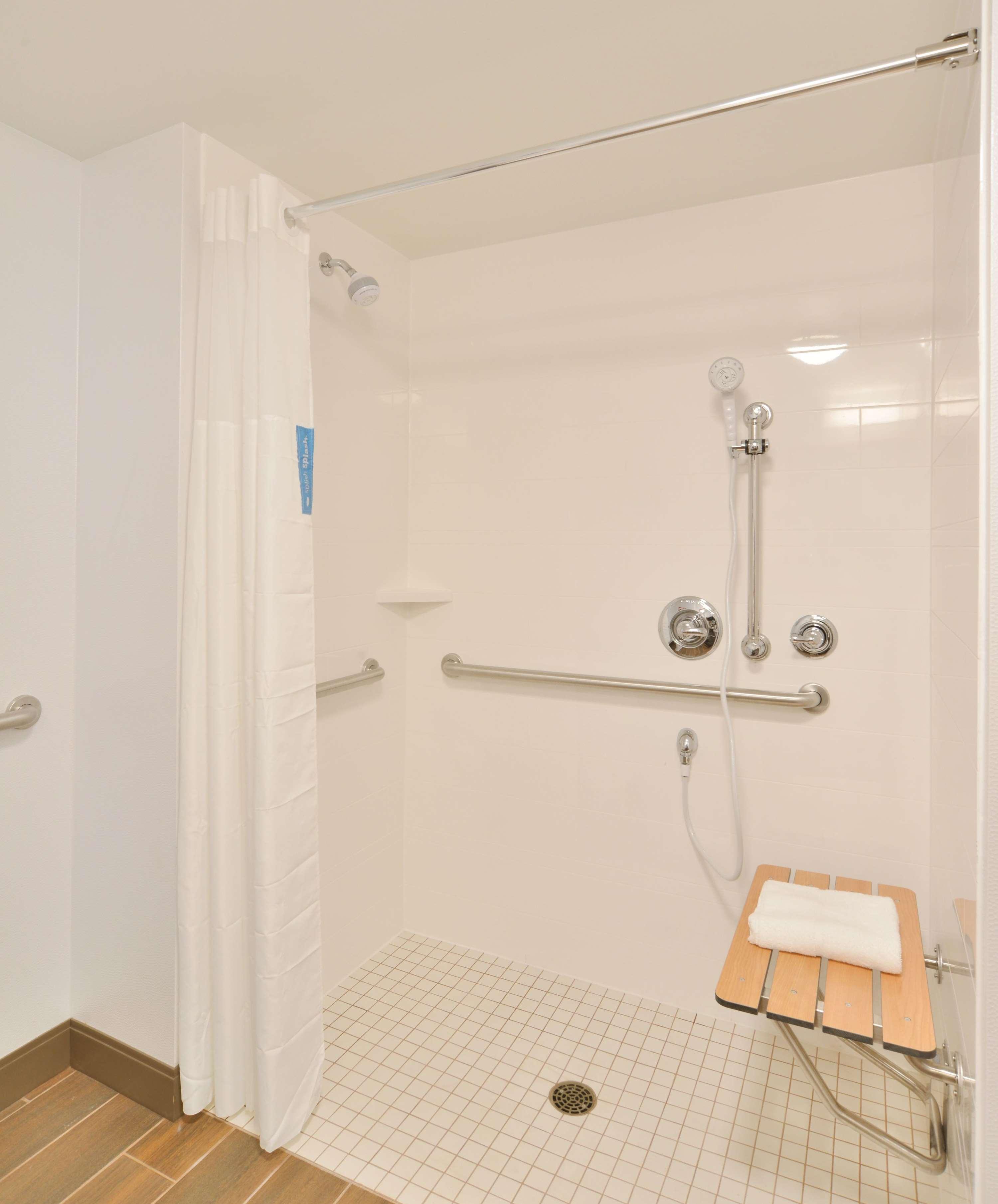 Hampton Inn & Suites Menomonie-UW Stout image 14