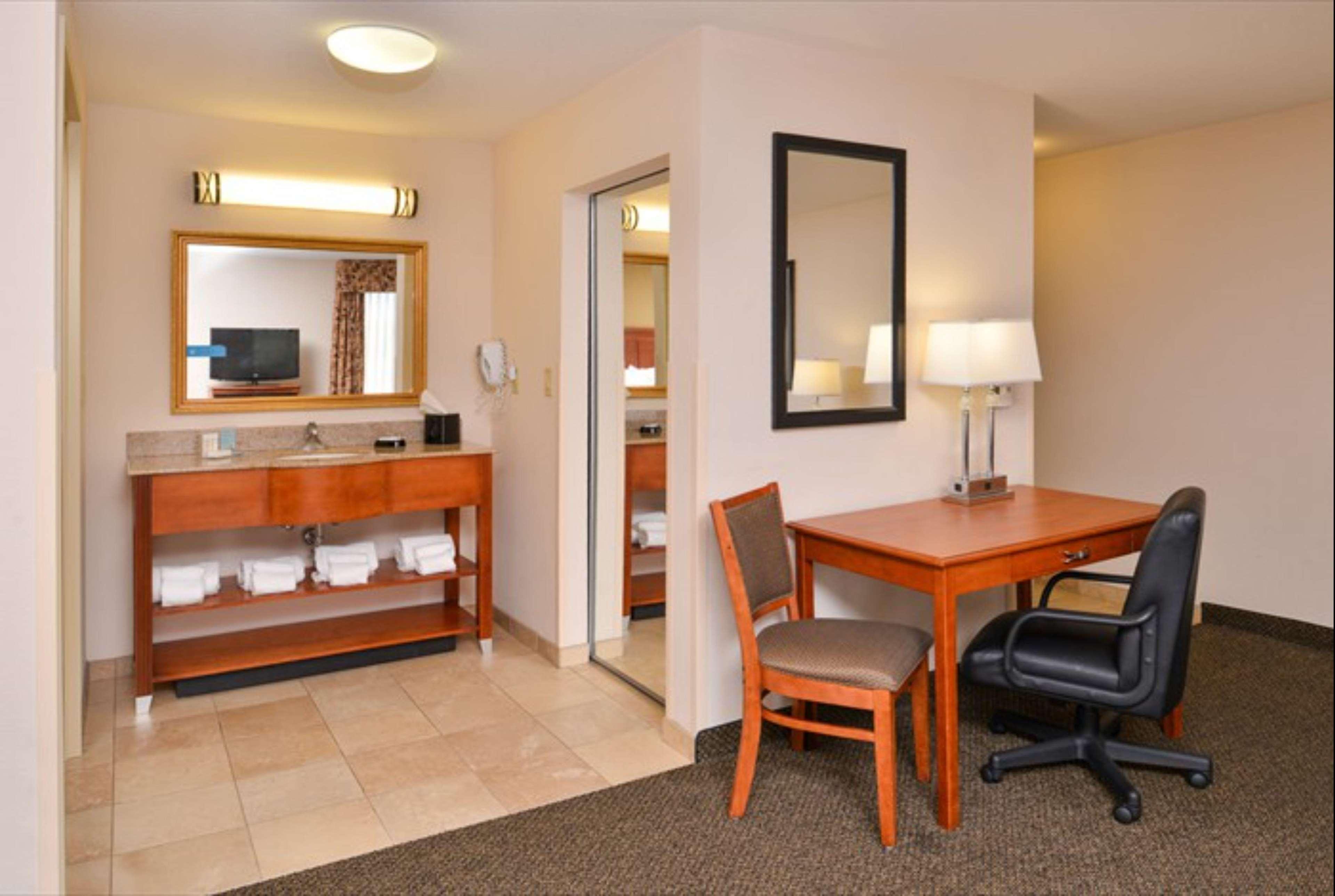 Hampton Inn & Suites Richmond image 34