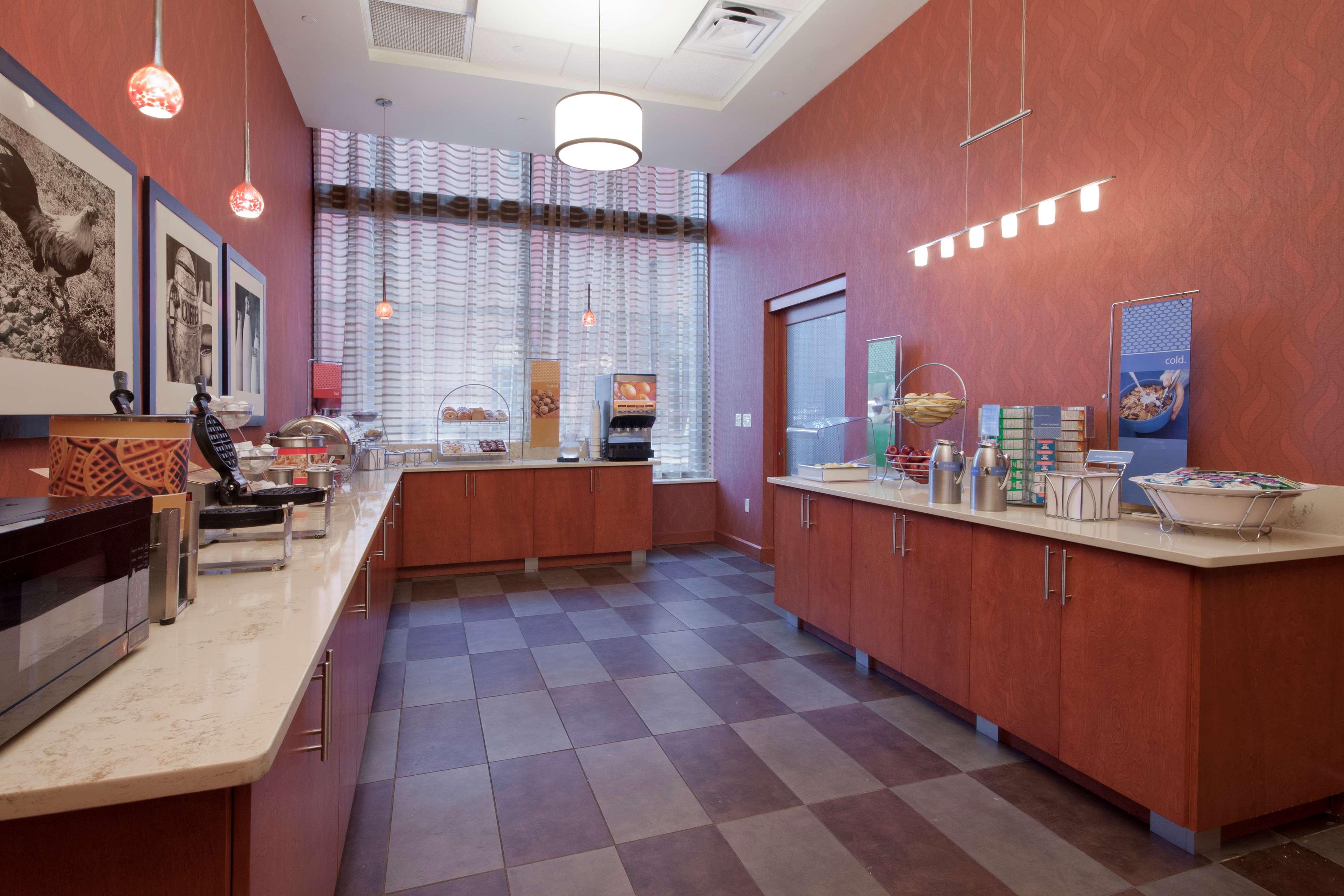 Hampton Inn & Suites Pittsburgh-Downtown image 10