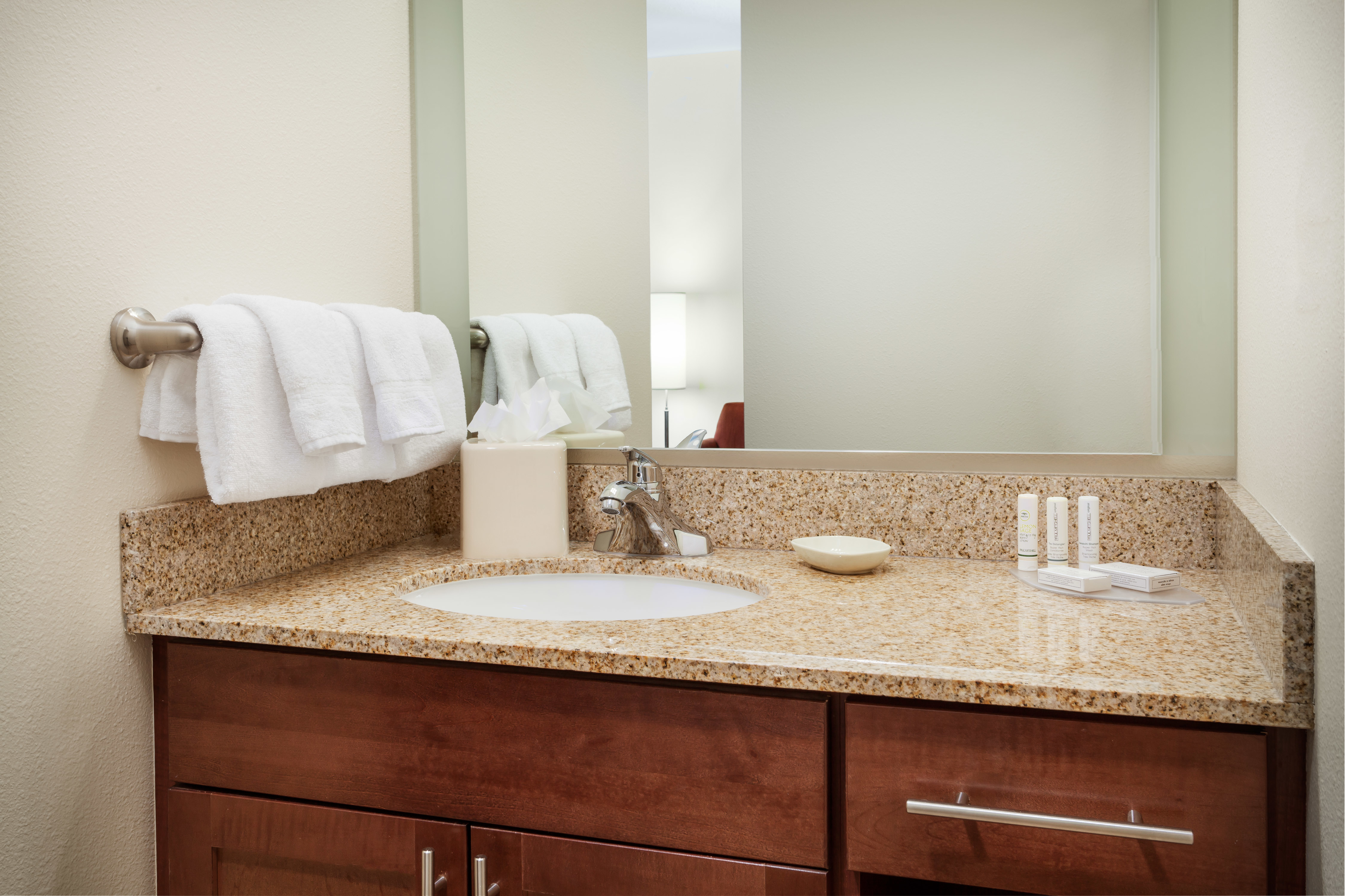 Residence inn by marriott chicago downtown river north for Bathroom supply chicago