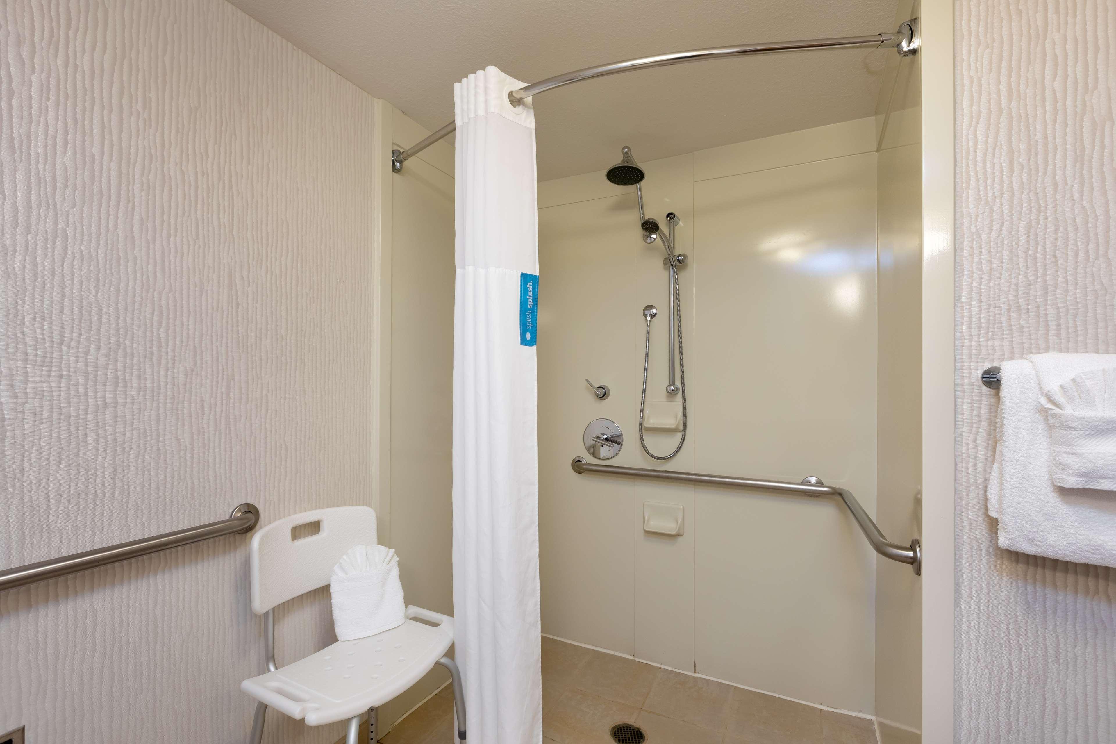 Hampton Inn & Suites Austin-Airport image 28
