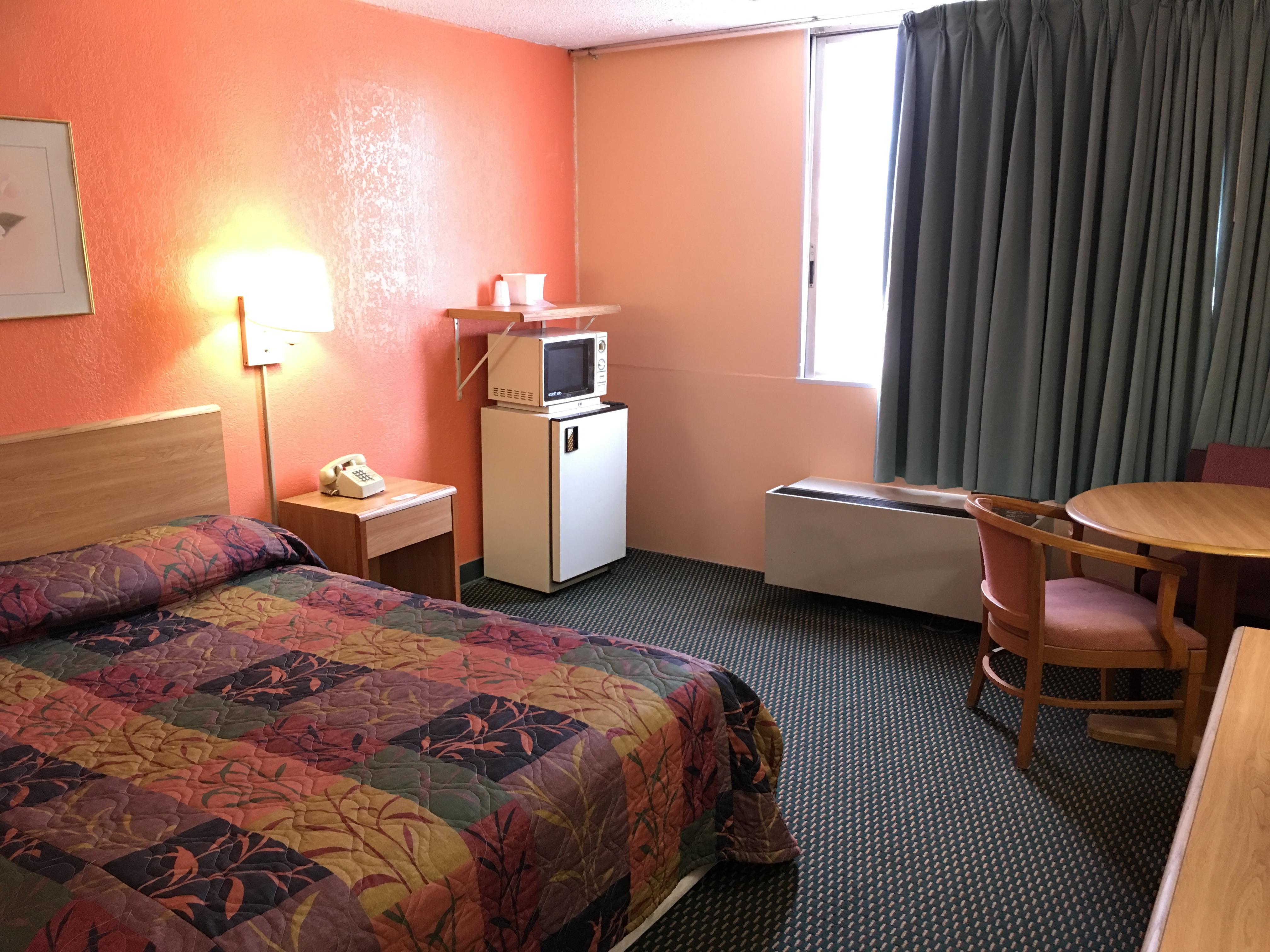 Red Carpet Inn & Suites image 4