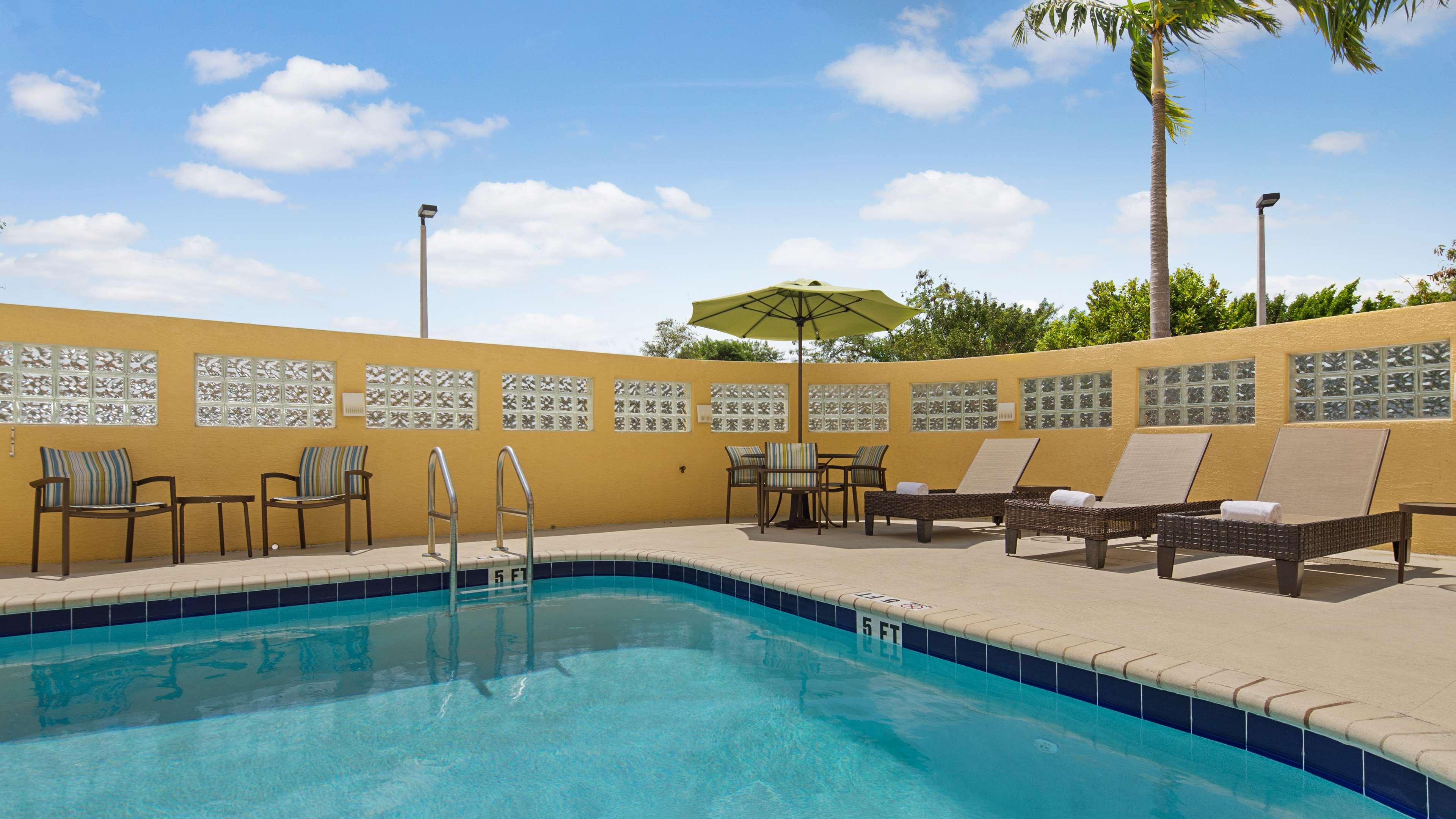 Best Western Plus Kendall Airport Hotel & Suites image 5