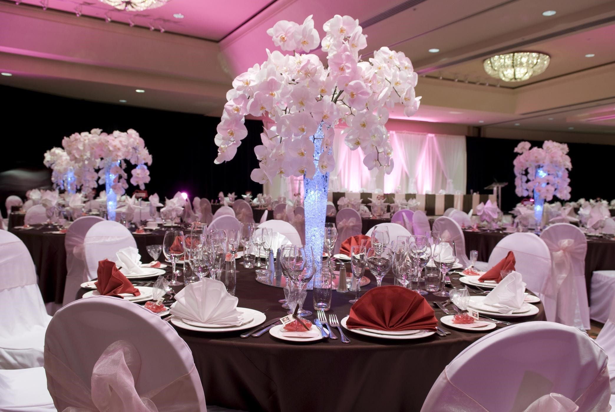 Hilton Vancouver Metrotown in Burnaby: Wedding Reception Table