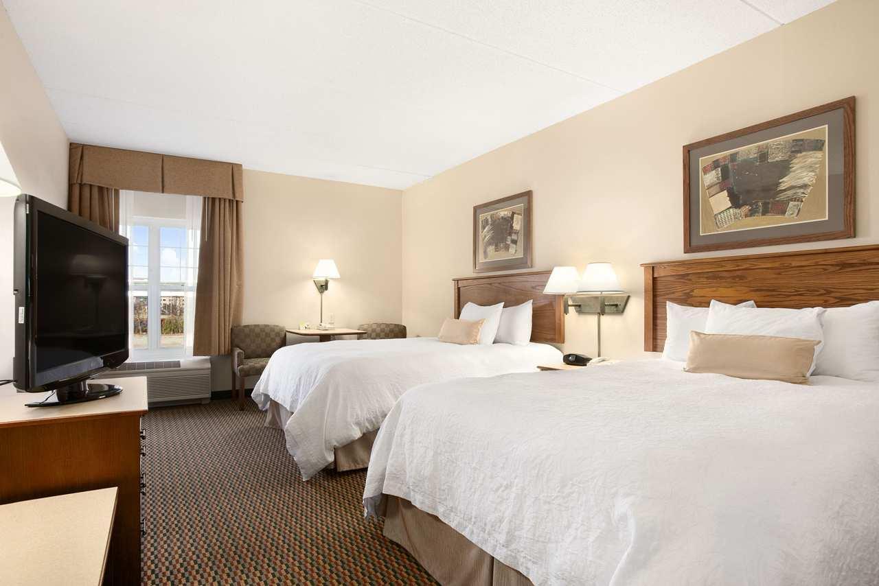 Hampton Inn & Suites Providence/Warwick-Airport image 12