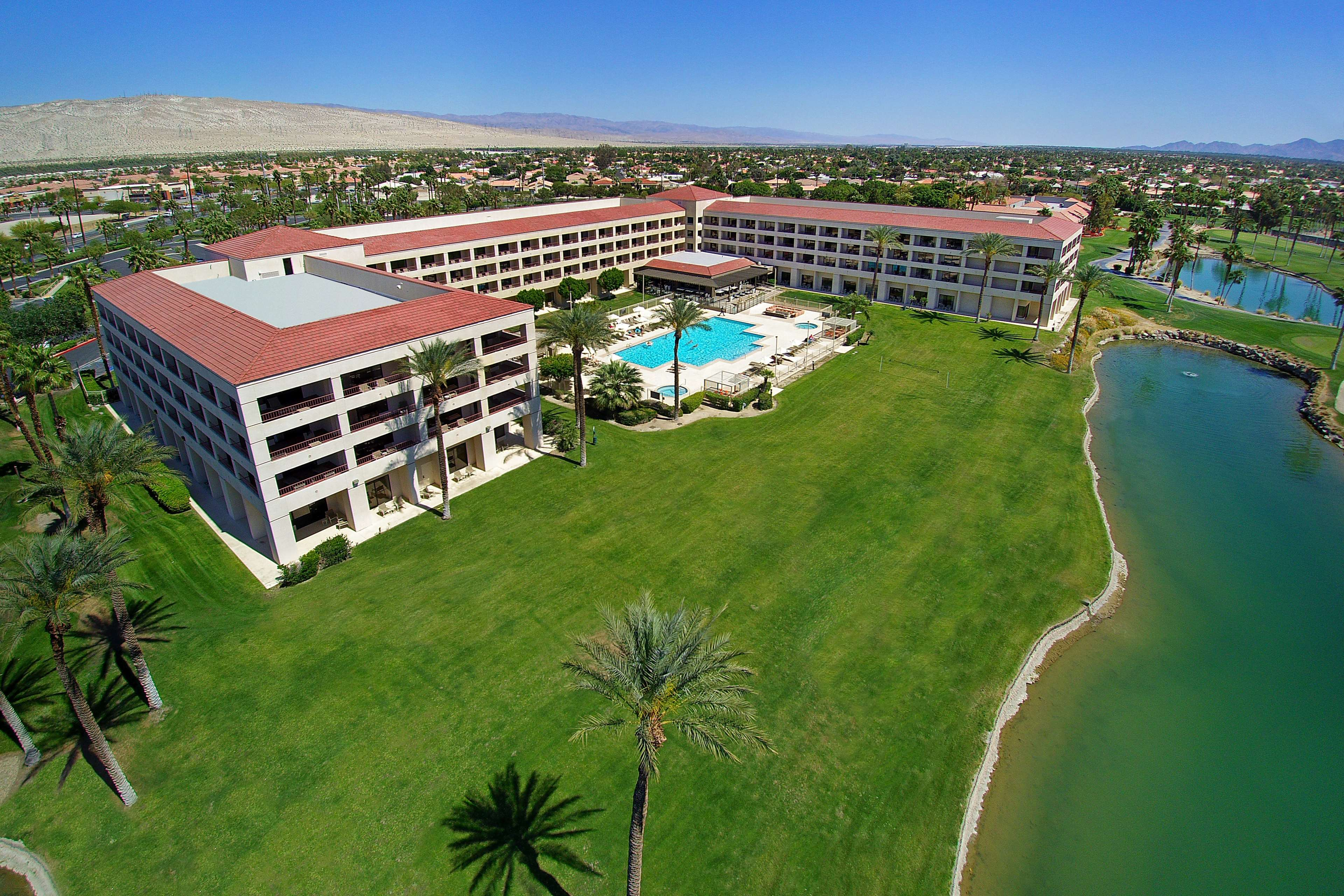 DoubleTree by Hilton Hotel Golf Resort Palm Springs image 0
