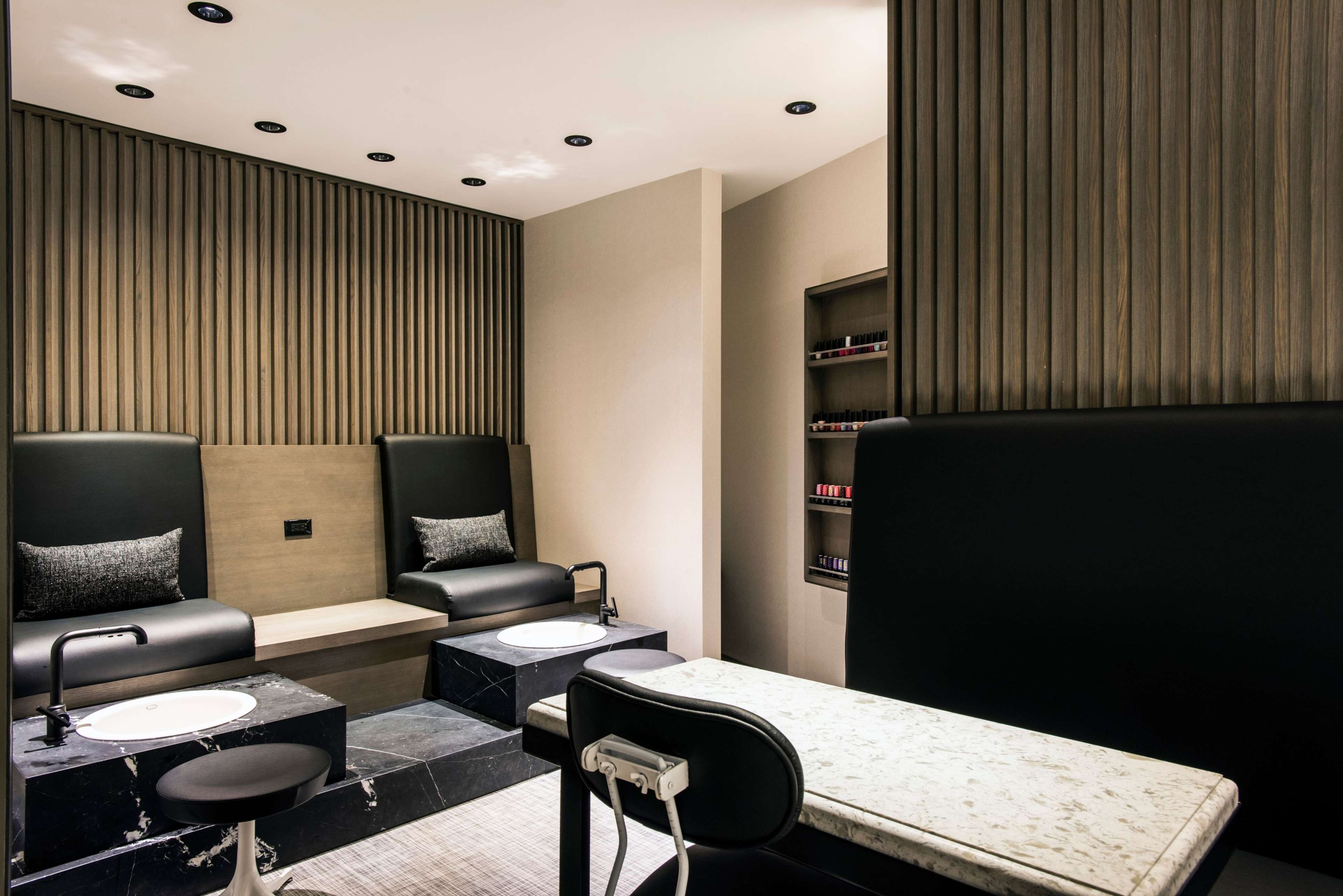 LondonHouse Chicago, Curio Collection by Hilton image 39
