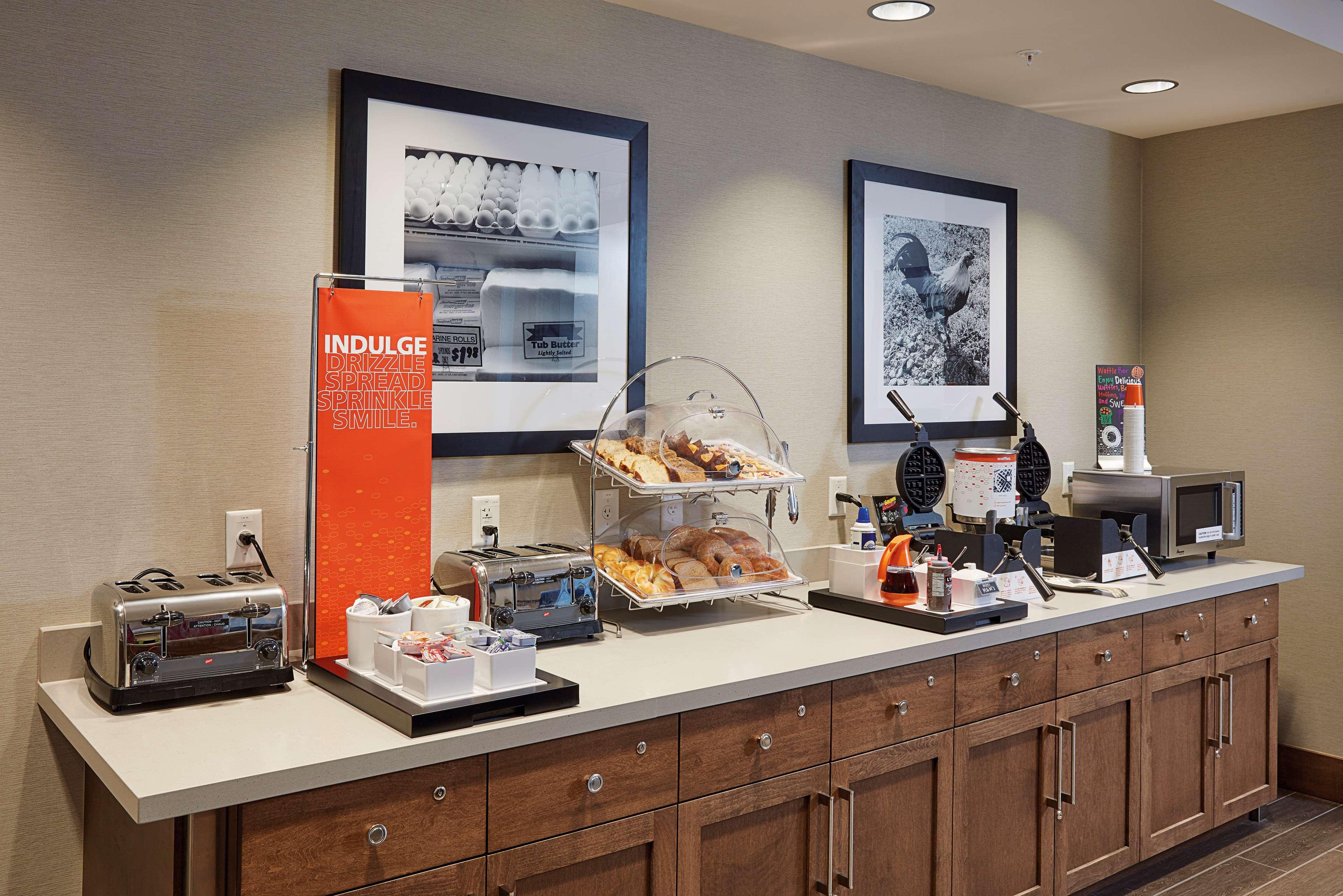 Hampton Inn & Suites Sacramento at CSUS image 13