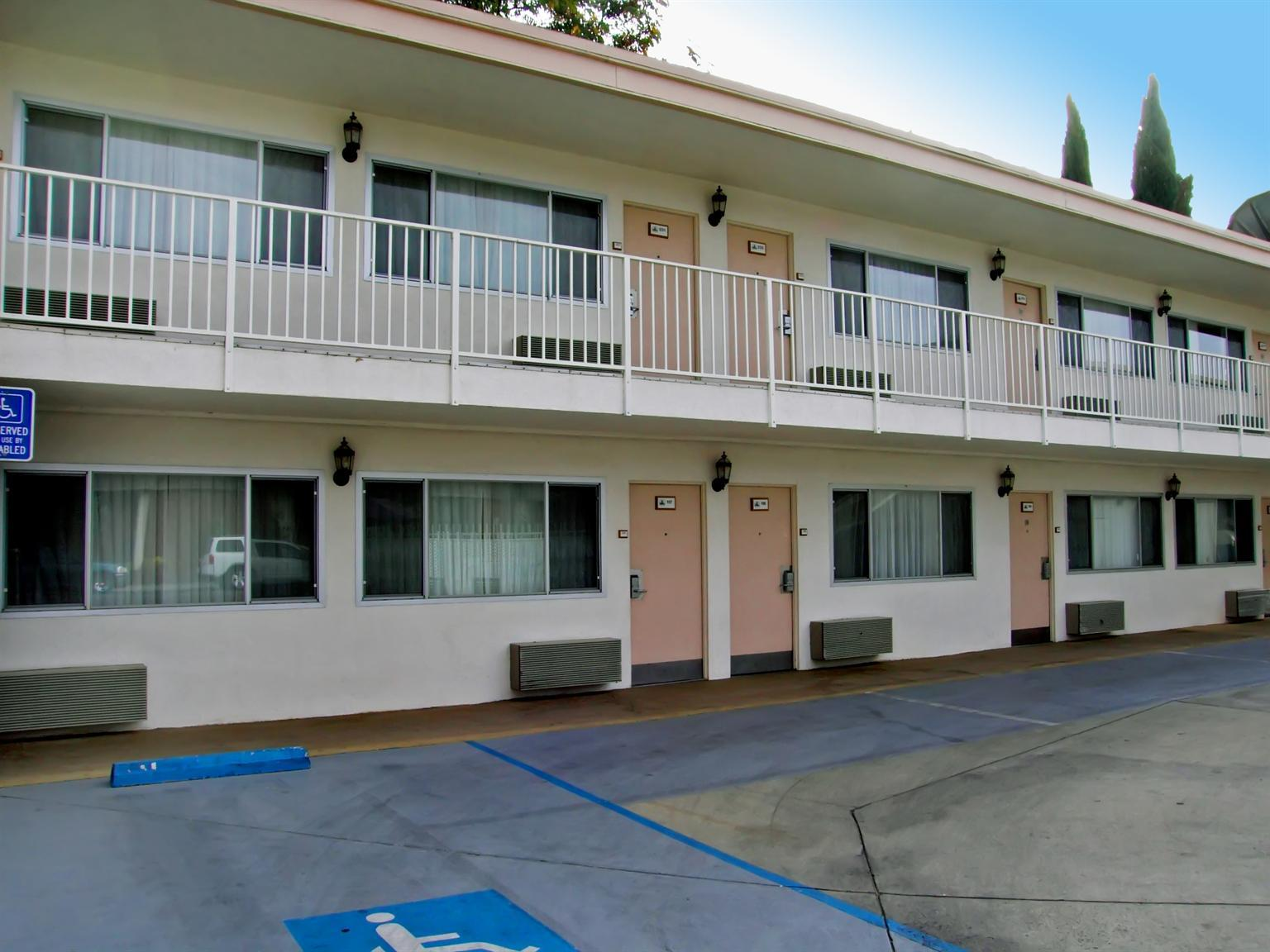 Americas Best Value Inn Visalia image 1