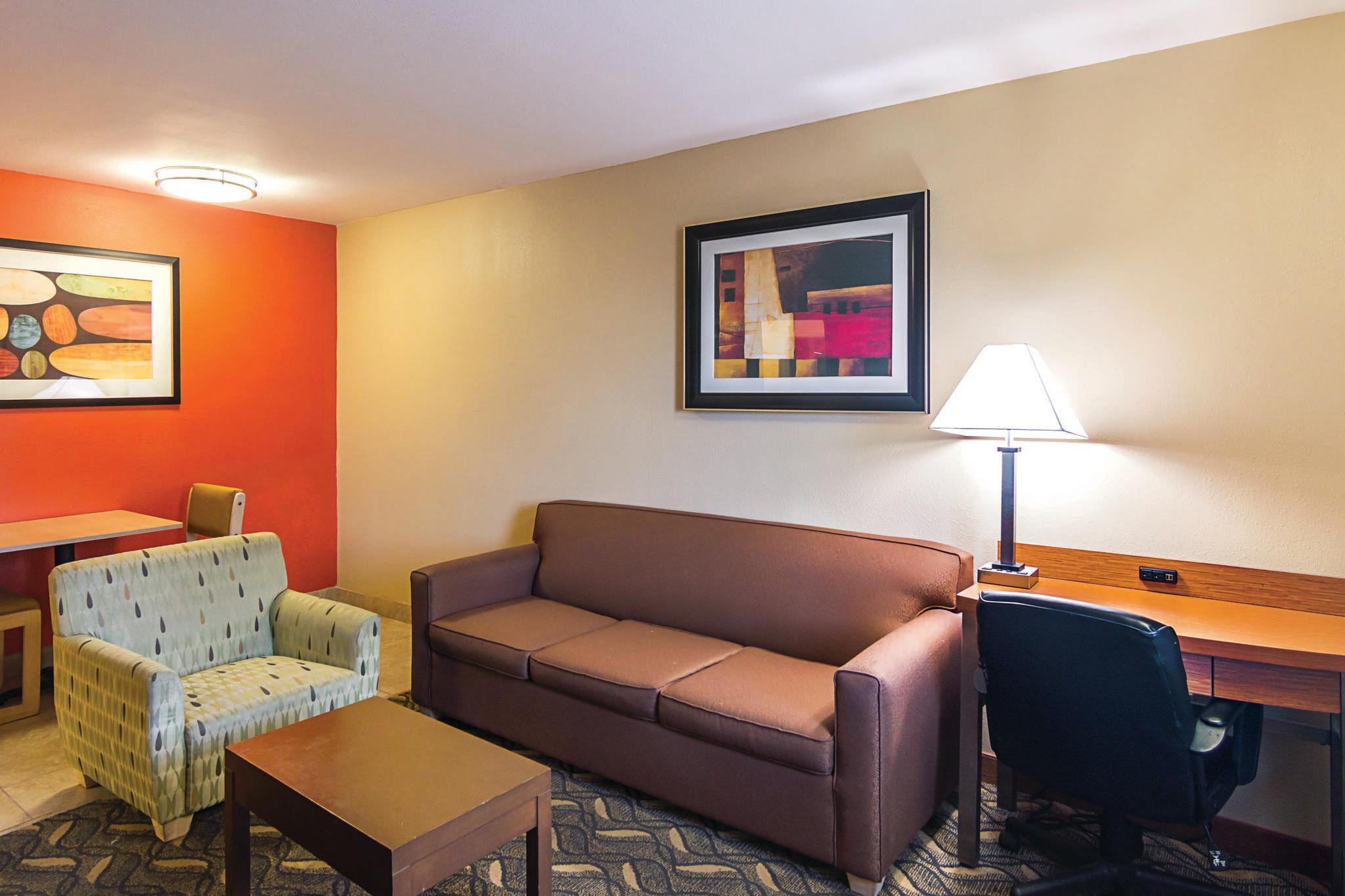 Quality Inn & Suites Six Flags Area image 18