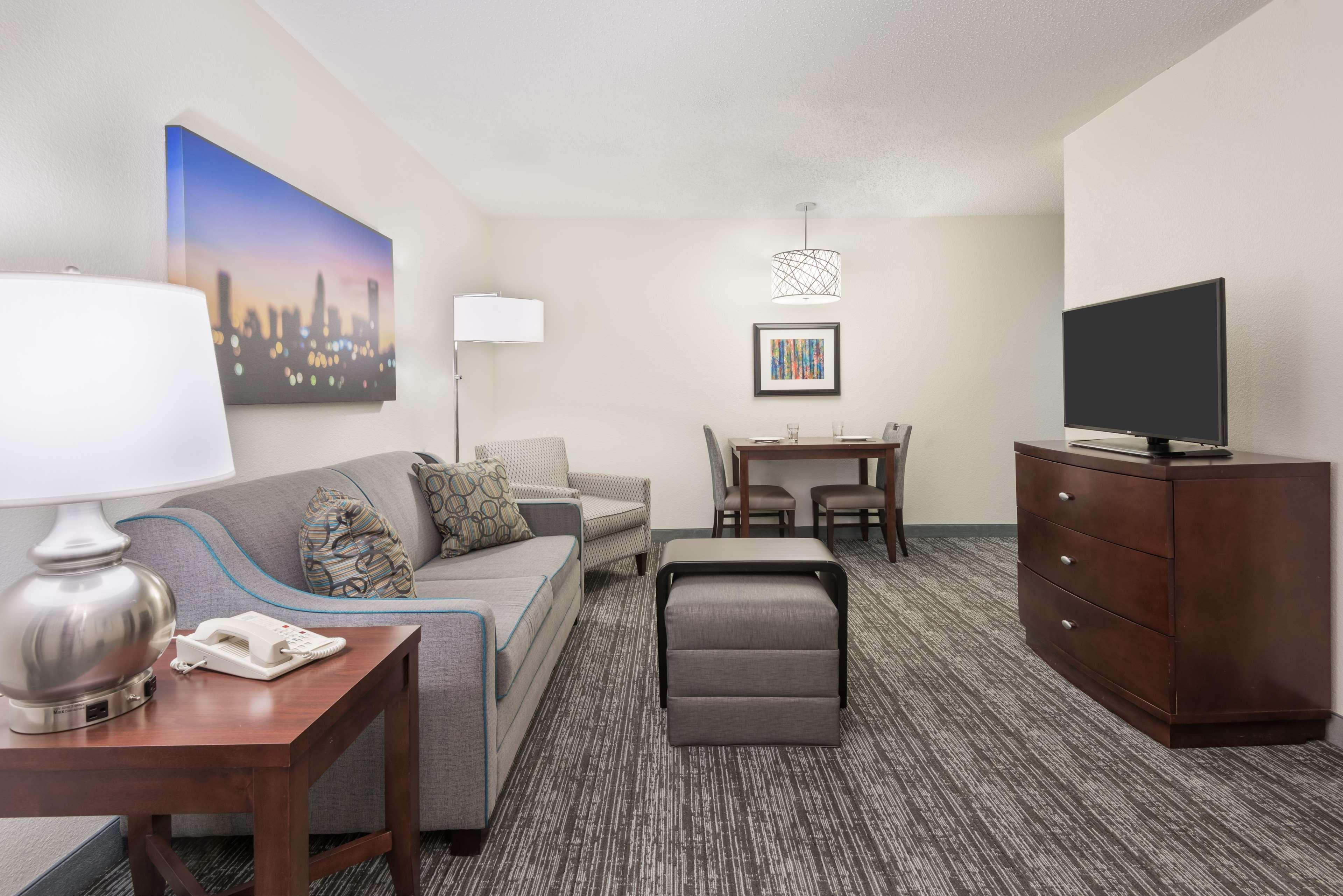 Homewood Suites by Hilton Charlotte-North/Univ Research Park image 12