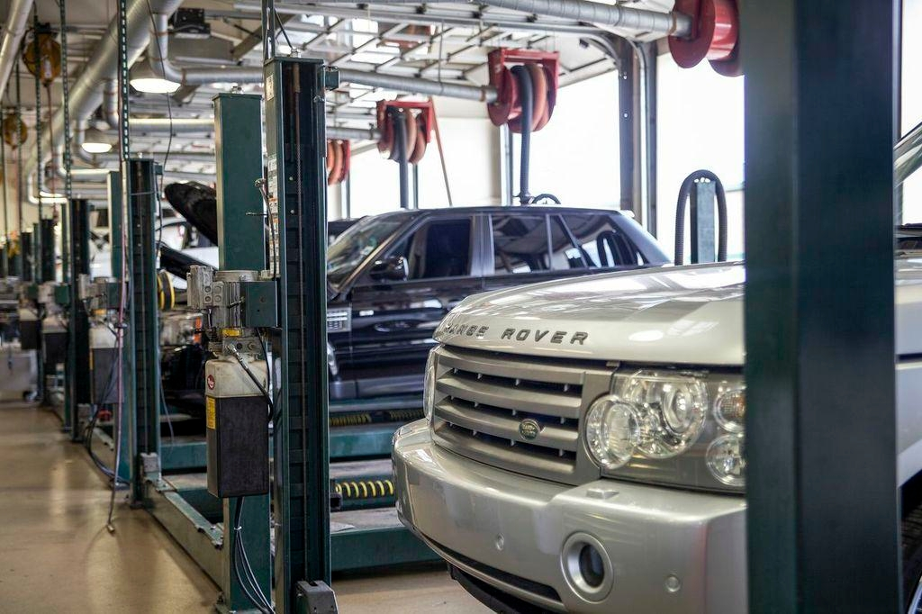 Land Rover Hoffman Estates image 2