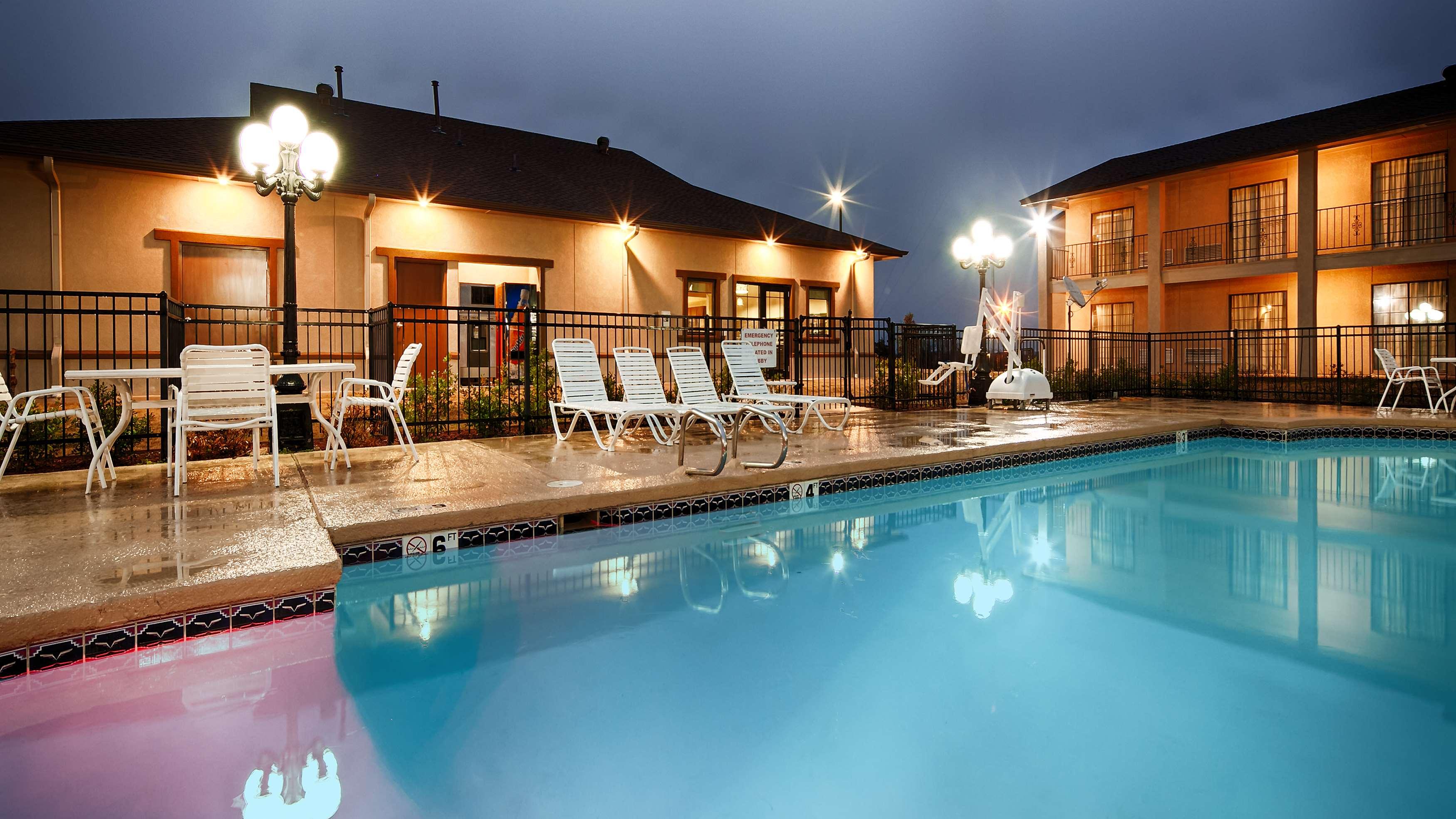 Best Western Trail Dust Inn & Suites image 3