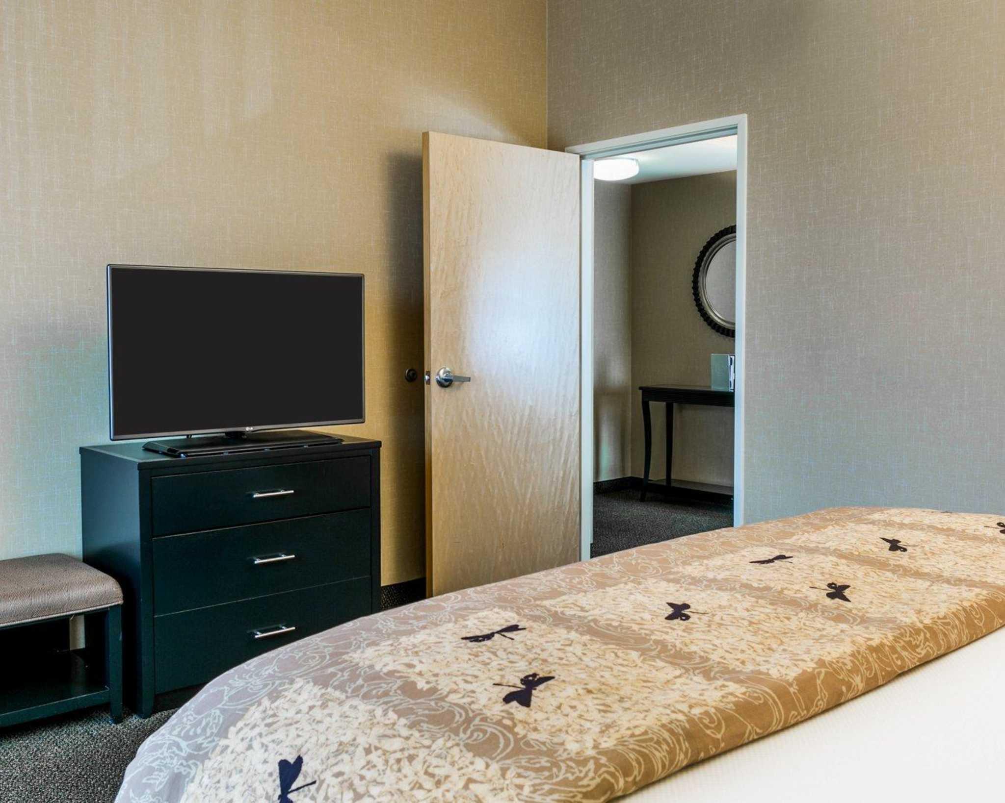Cambria Hotel Denver International Airport image 13