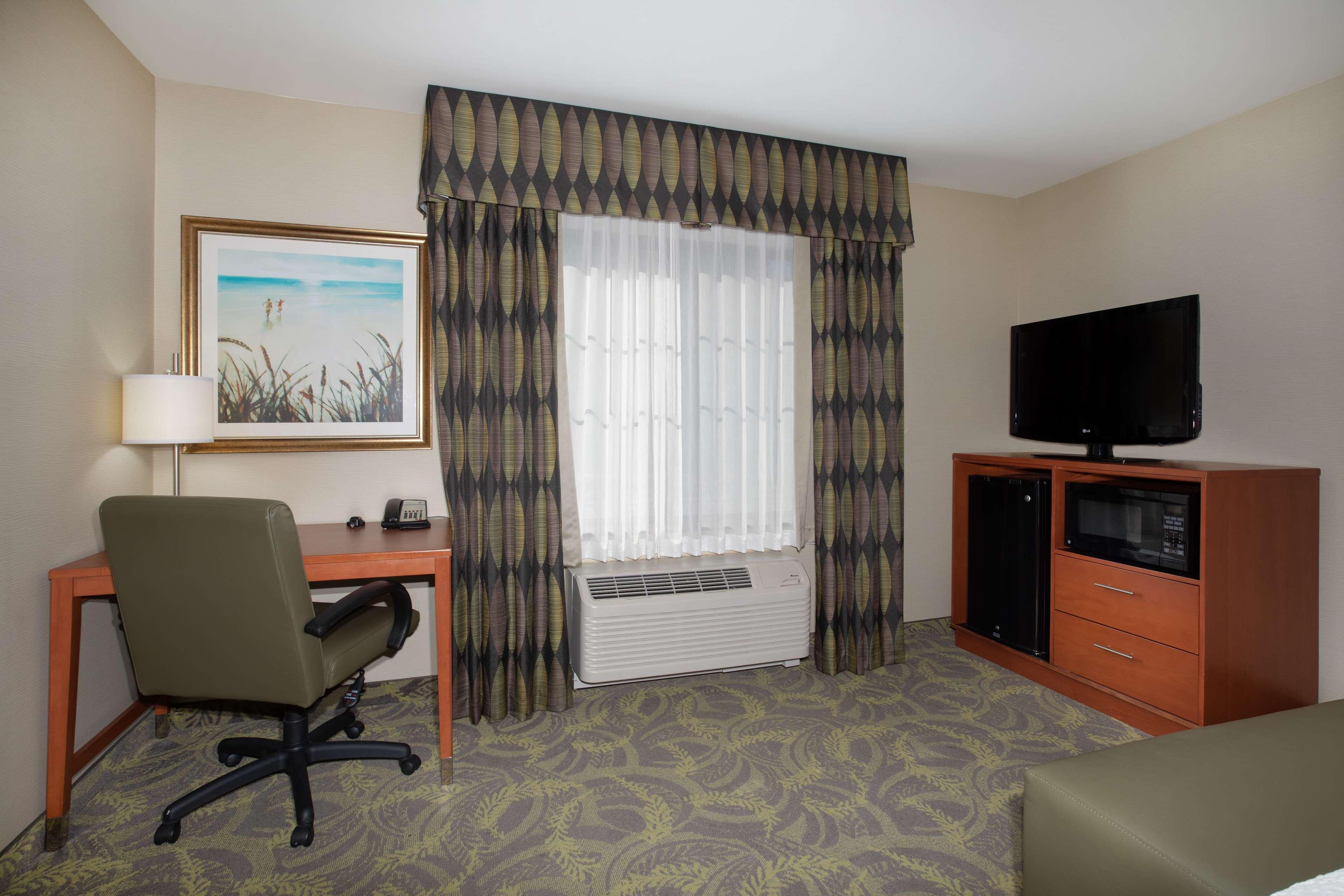 Hampton Inn & Suites Astoria image 22