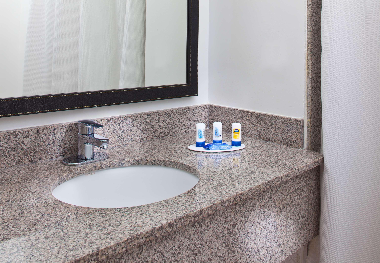 Fairfield Inn & Suites by Marriott Houston Hobby Airport image 14