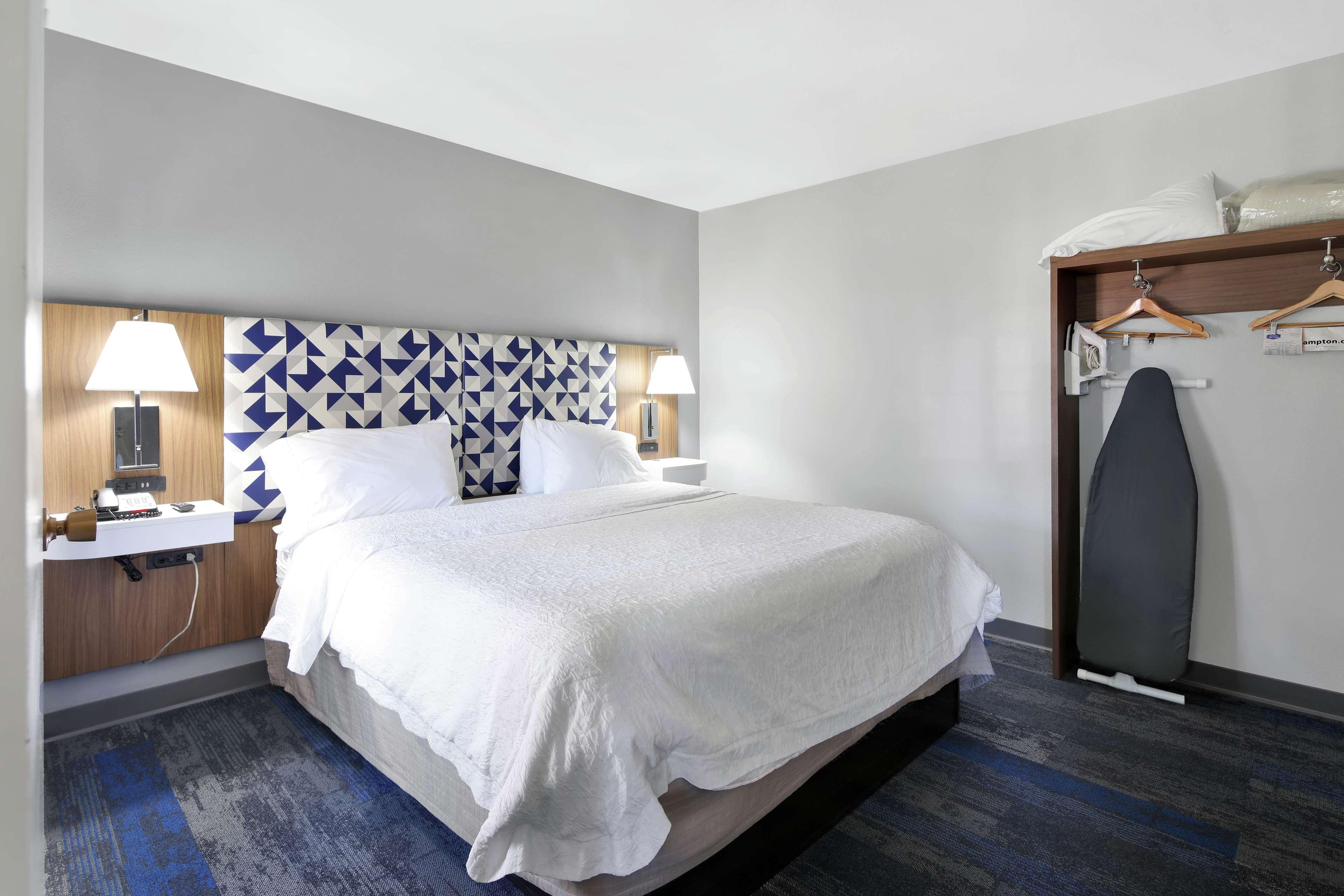 Hampton Inn & Suites Santa Ana/Orange County Airport in Santa Ana, CA, photo #19