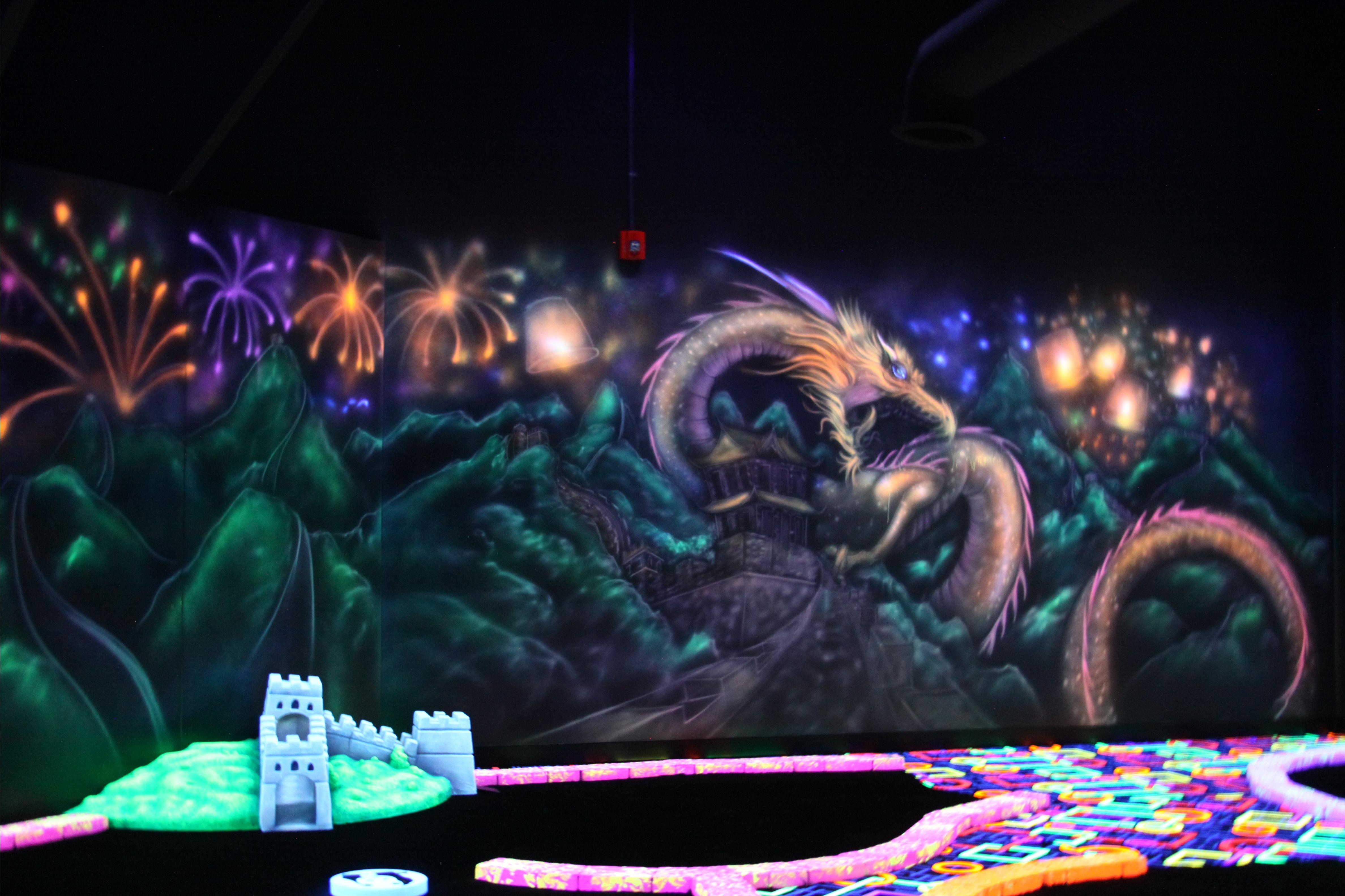 GLO Mini Golf |Arcade | Virtual Reality | Ice Cream Bar image 2