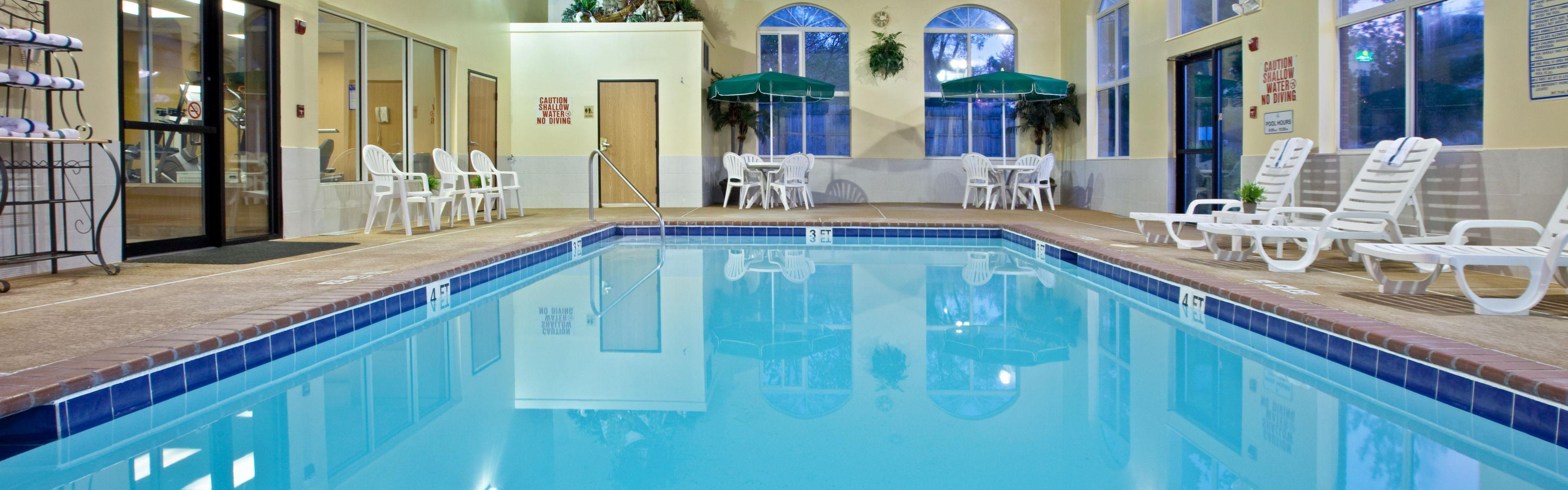 Holiday Inn Express Cincinnati-N/Sharonville image 2