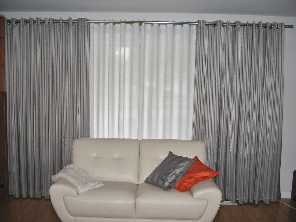 Budget Blinds à Waterloo: Grommet Drapery layered over top of Grommet Sheers provided this Waterloo customer with just the soft, contemporary look they were seeking.