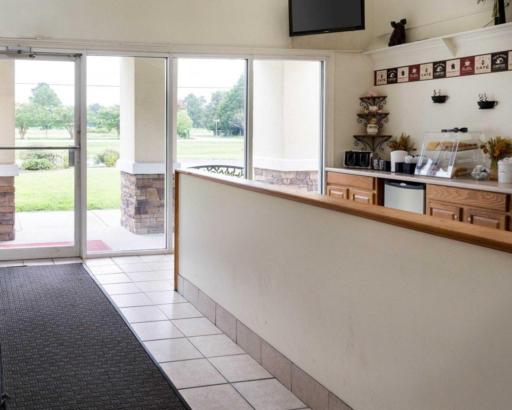 Econo Lodge Inn & Suites Carrollton Smithfield image 14