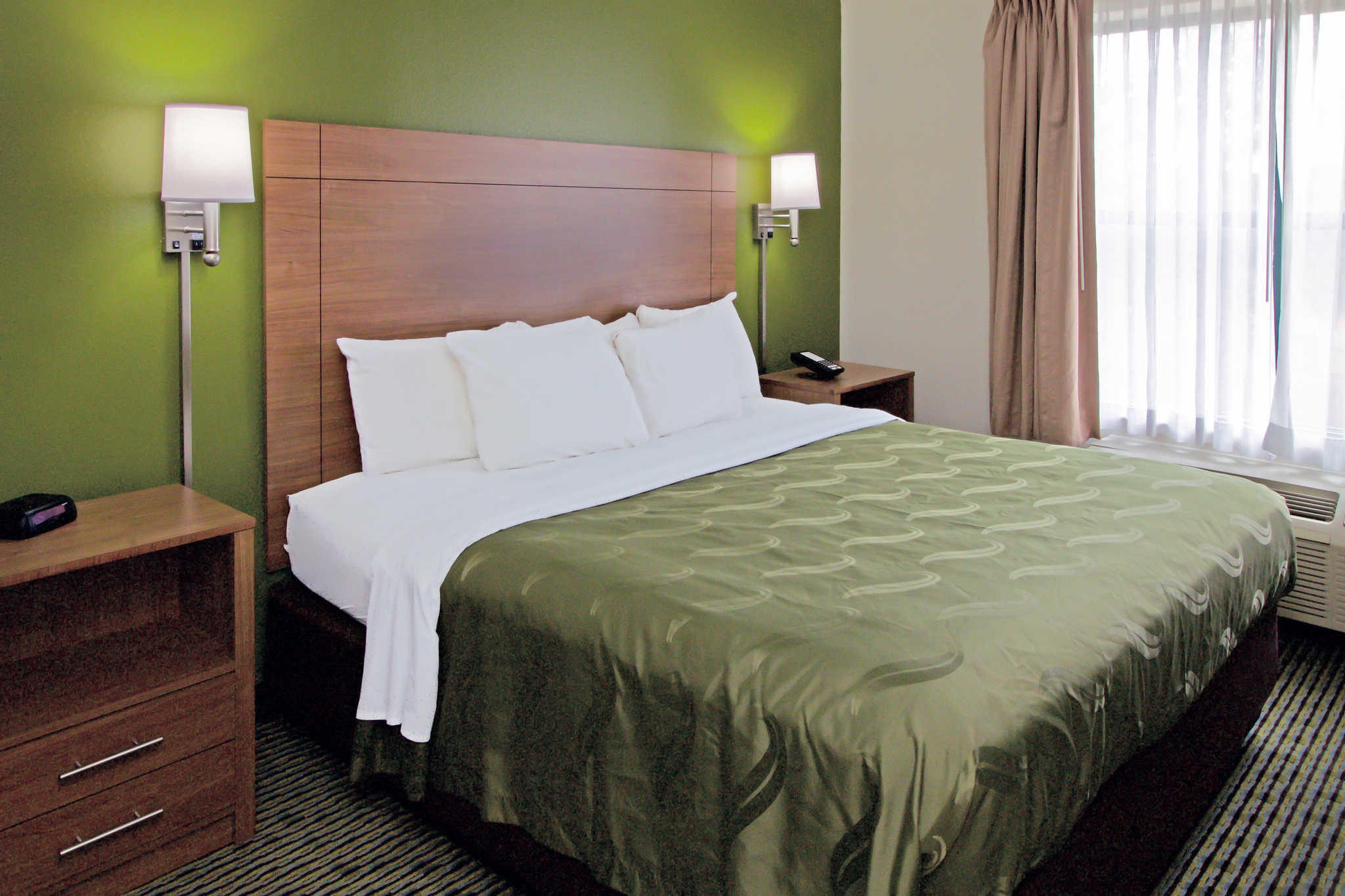 Quality Suites Lake Wright - Norfolk Airport image 4