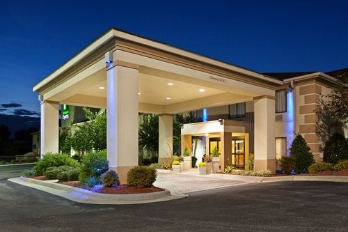 Holiday Inn Express Shelby @ Hwy 74 image 0