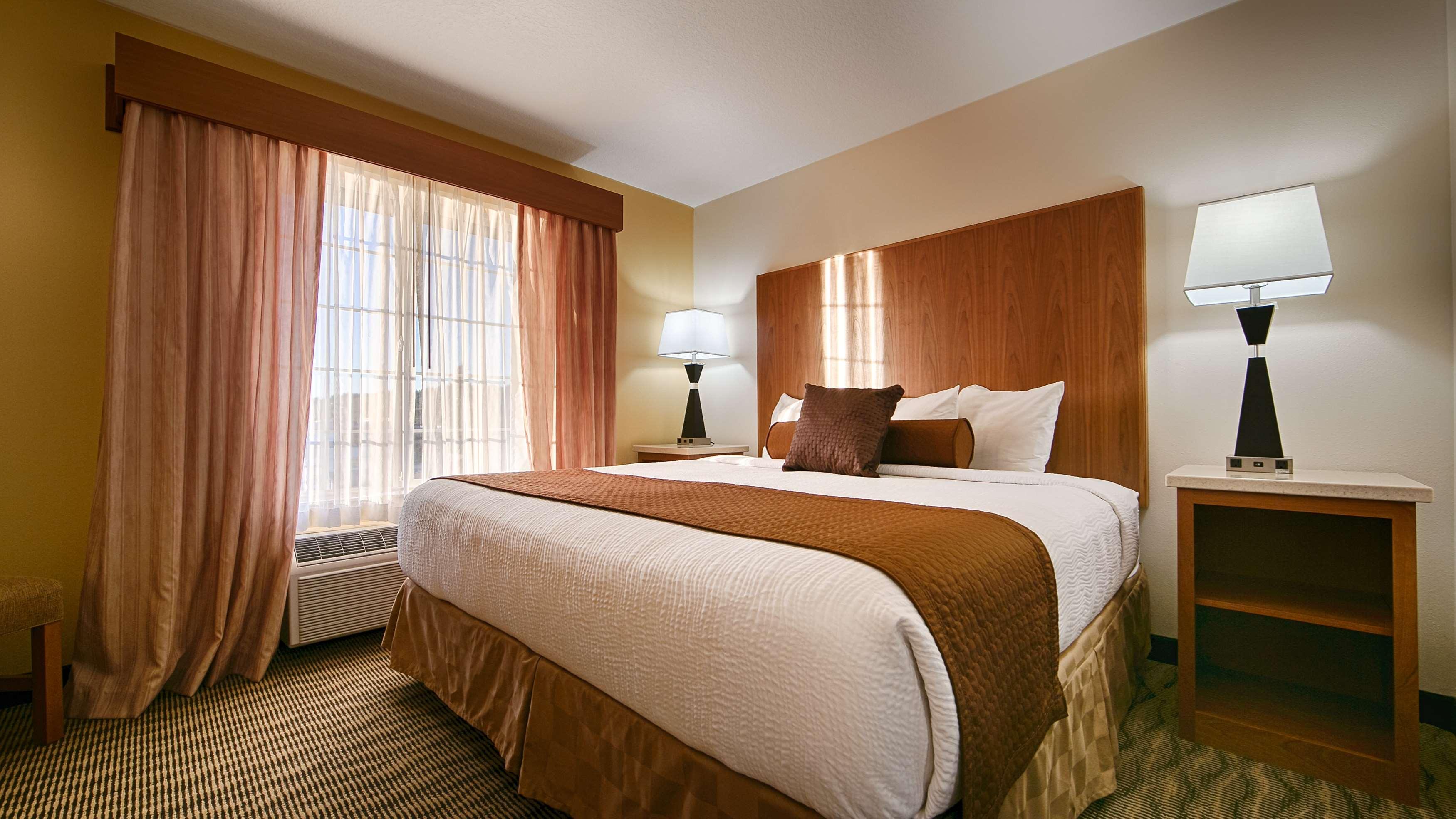 Best Western Plus Park Place Inn & Suites image 14