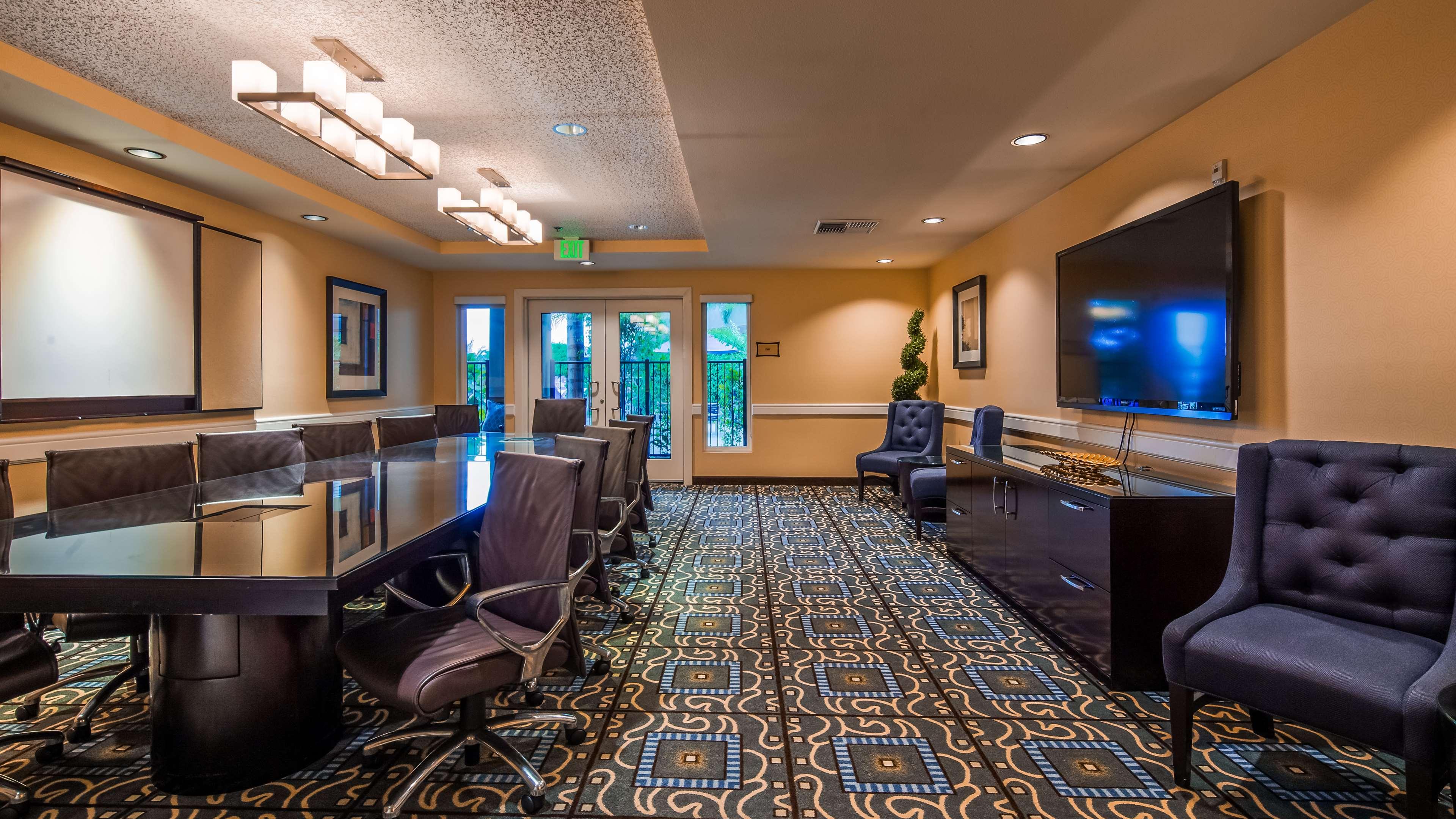 Best Western Plus Marina Gateway Hotel image 27