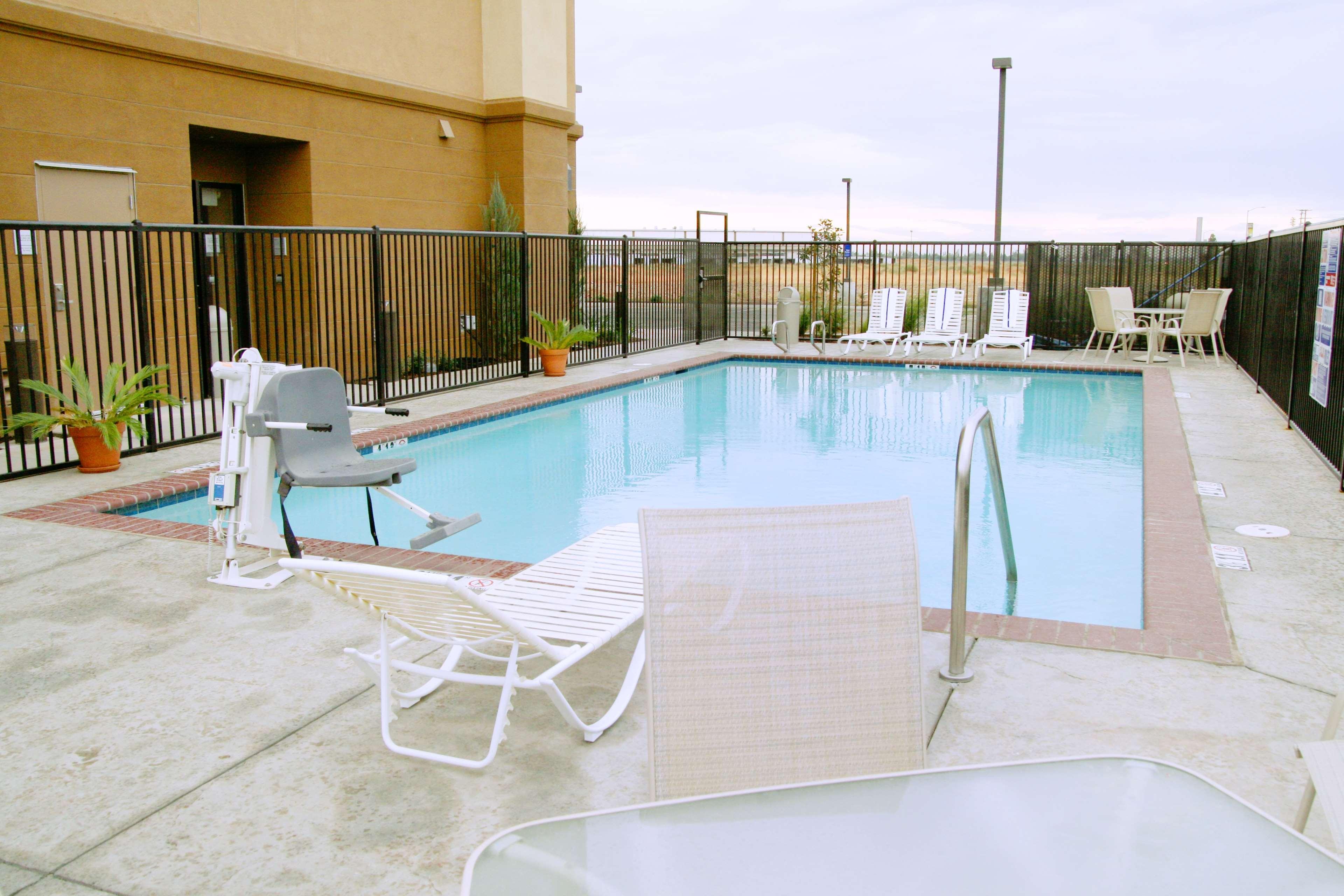 Hampton Inn & Suites Madera image 5