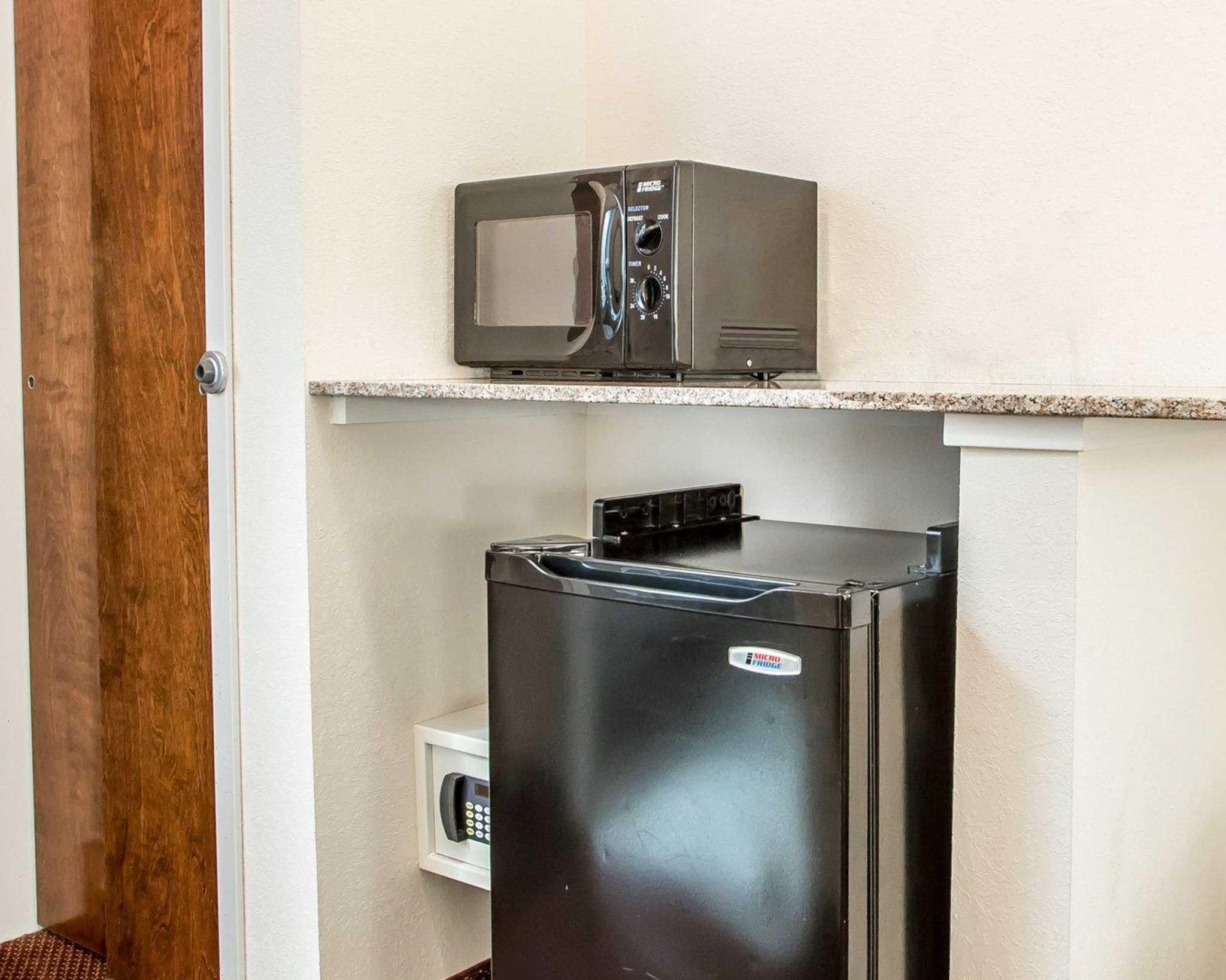 Comfort Suites Jefferson City image 32