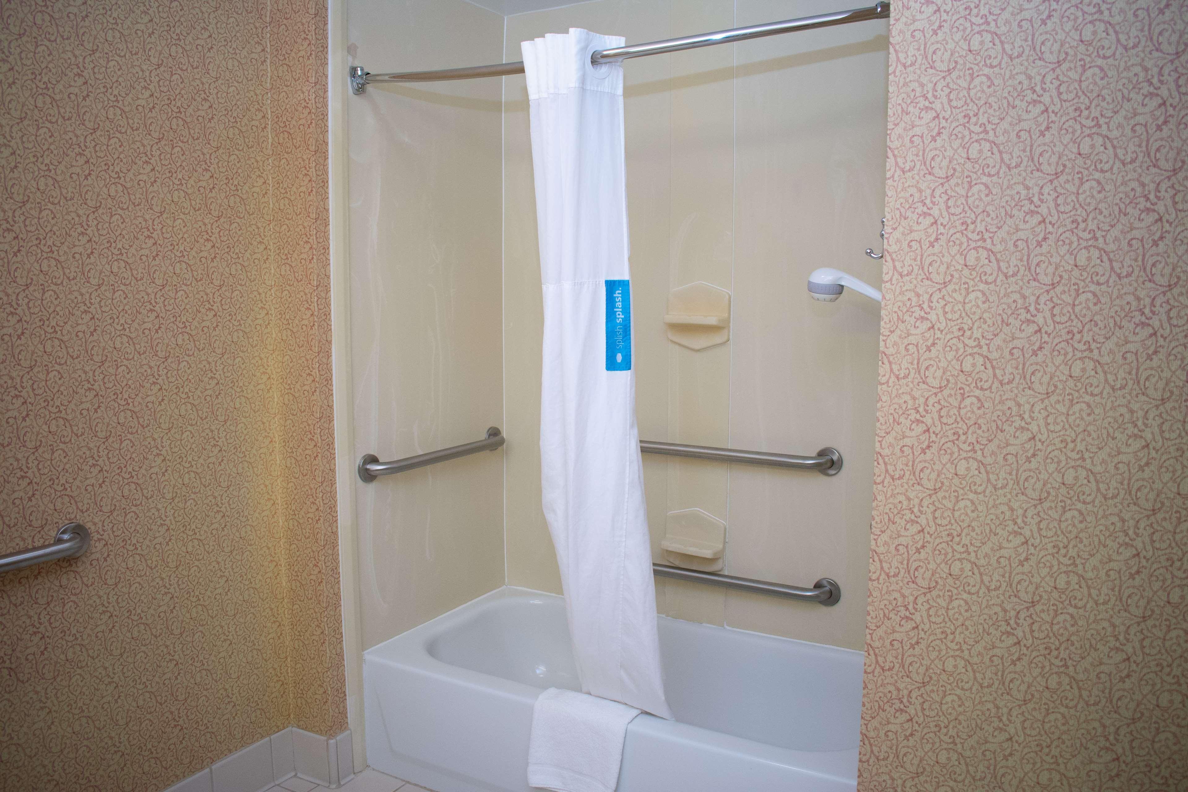 Hampton Inn & Suites Augusta West image 26