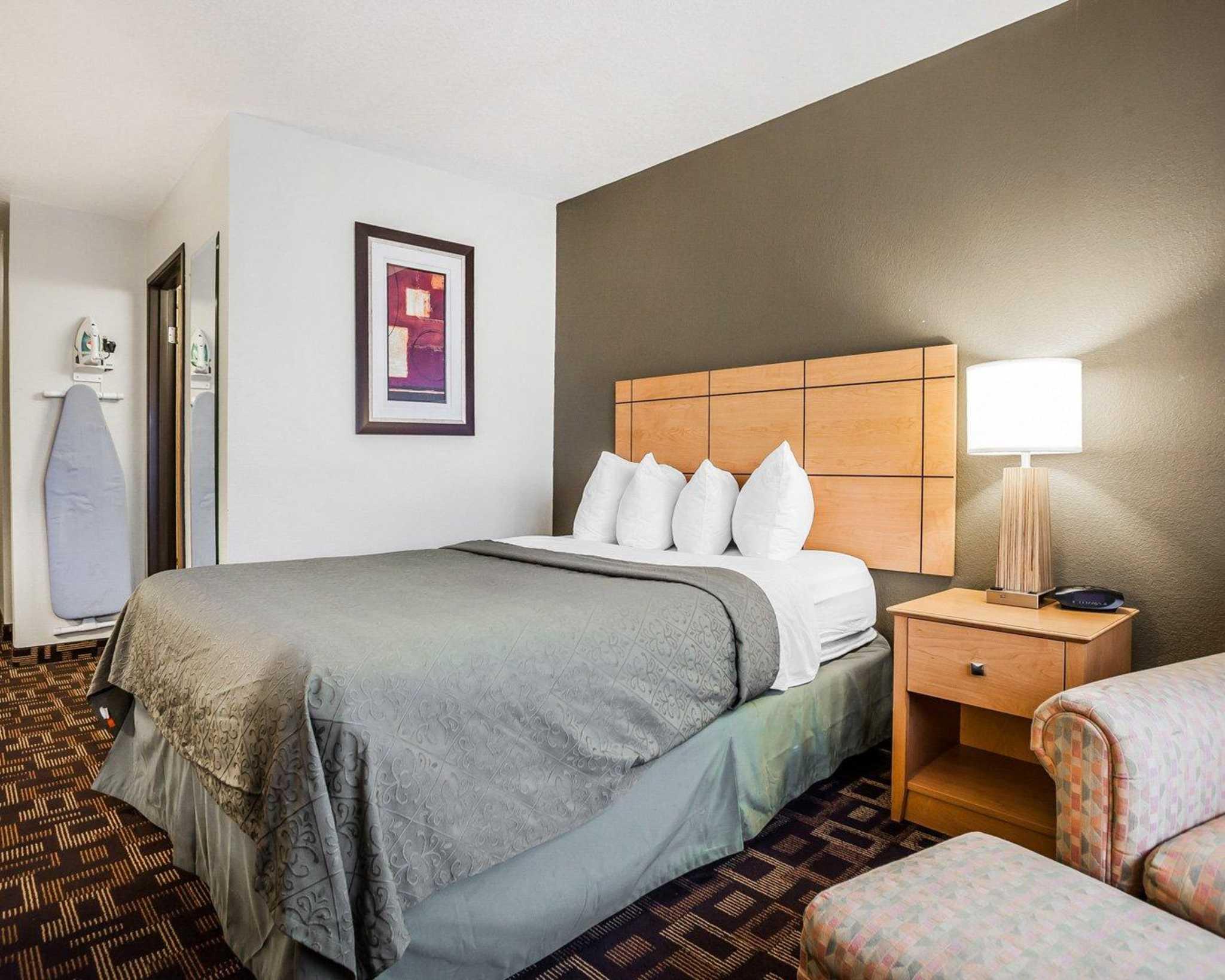 Quality Inn & Suites Des Moines Airport image 11