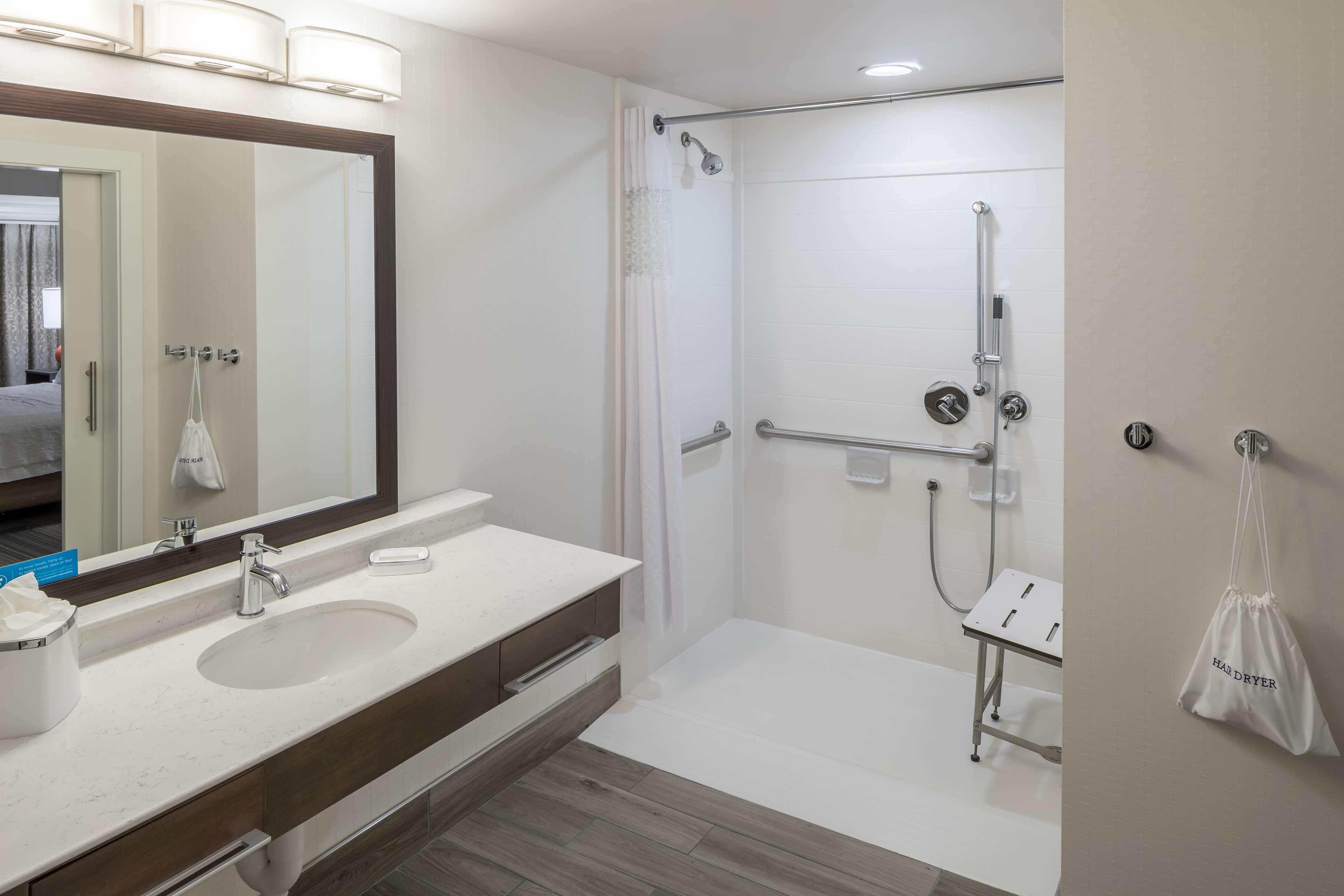 Hampton Inn & Suites by Hilton Atlanta Perimeter Dunwoody image 27