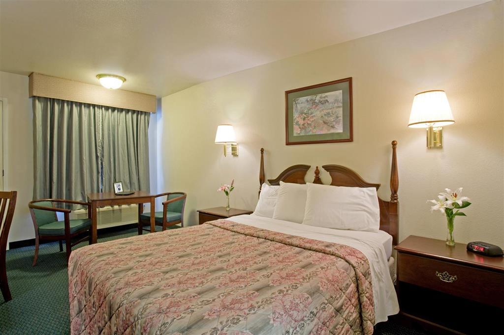 Americas Best Value Inn Turlock image 6