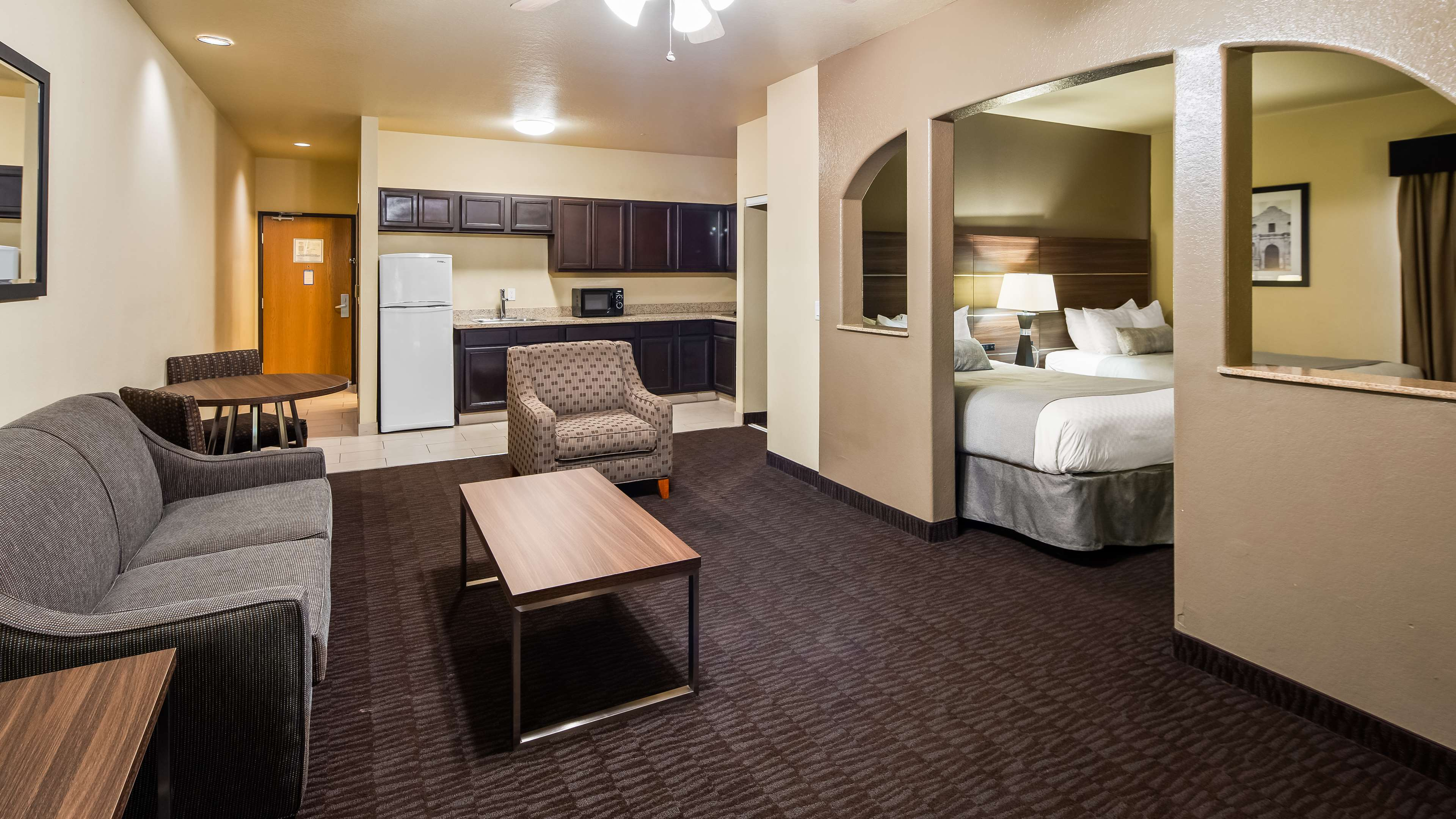 Best Western Plus Hill Country Suites image 12