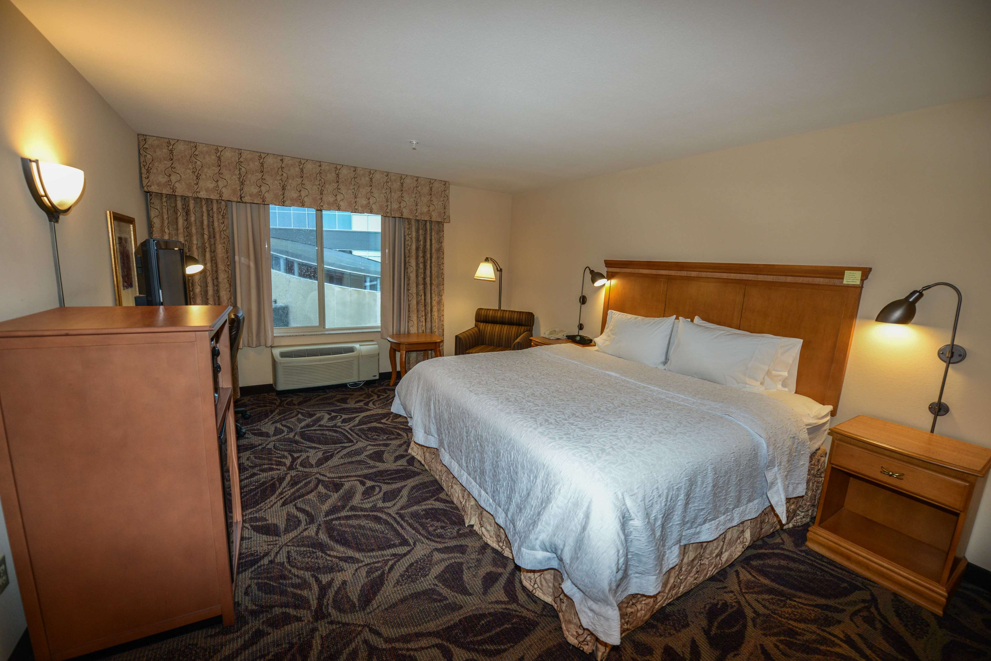 Hampton Inn & Suites Bremerton image 33