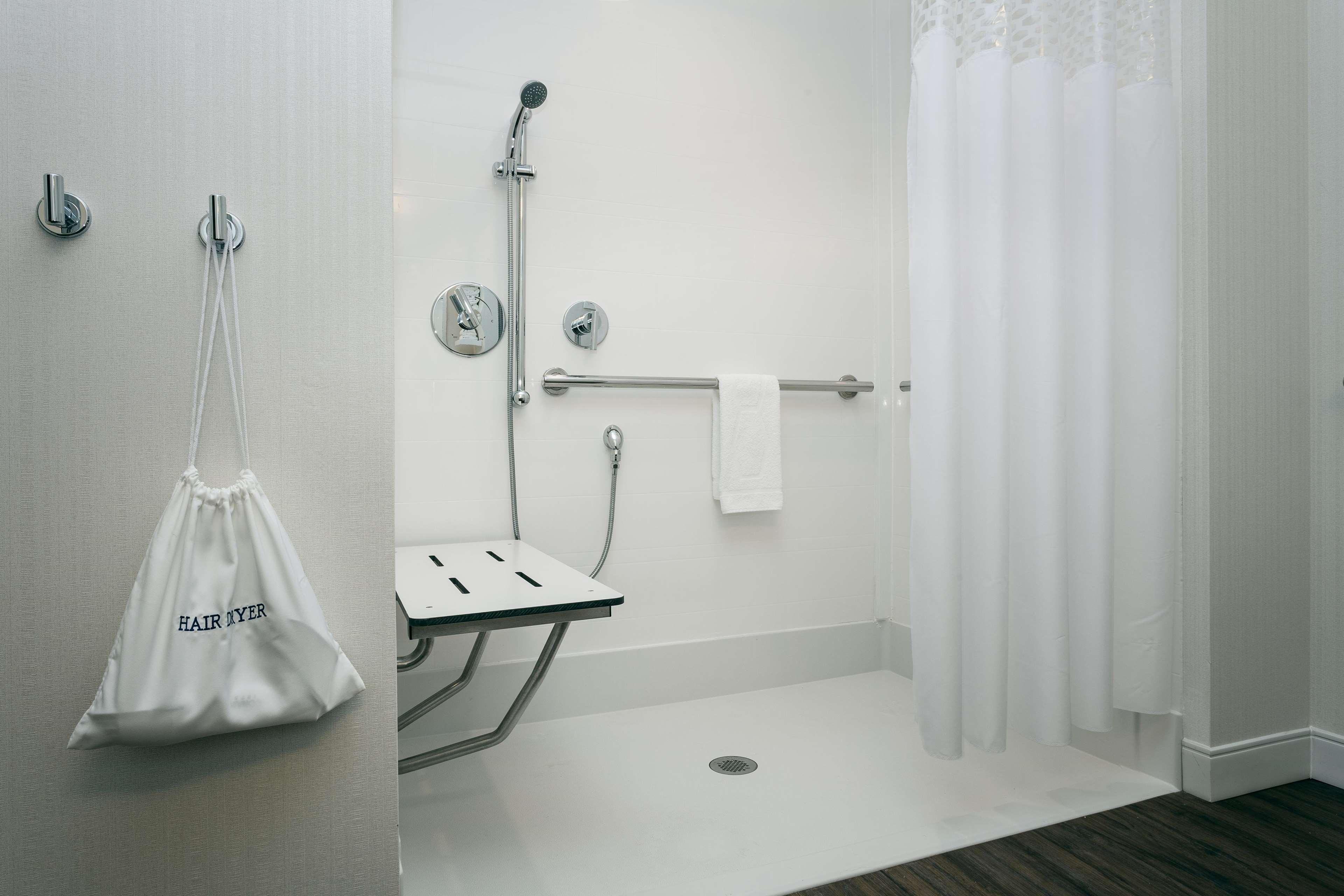 Hampton Inn & Suites by Hilton Seattle/Northgate image 26