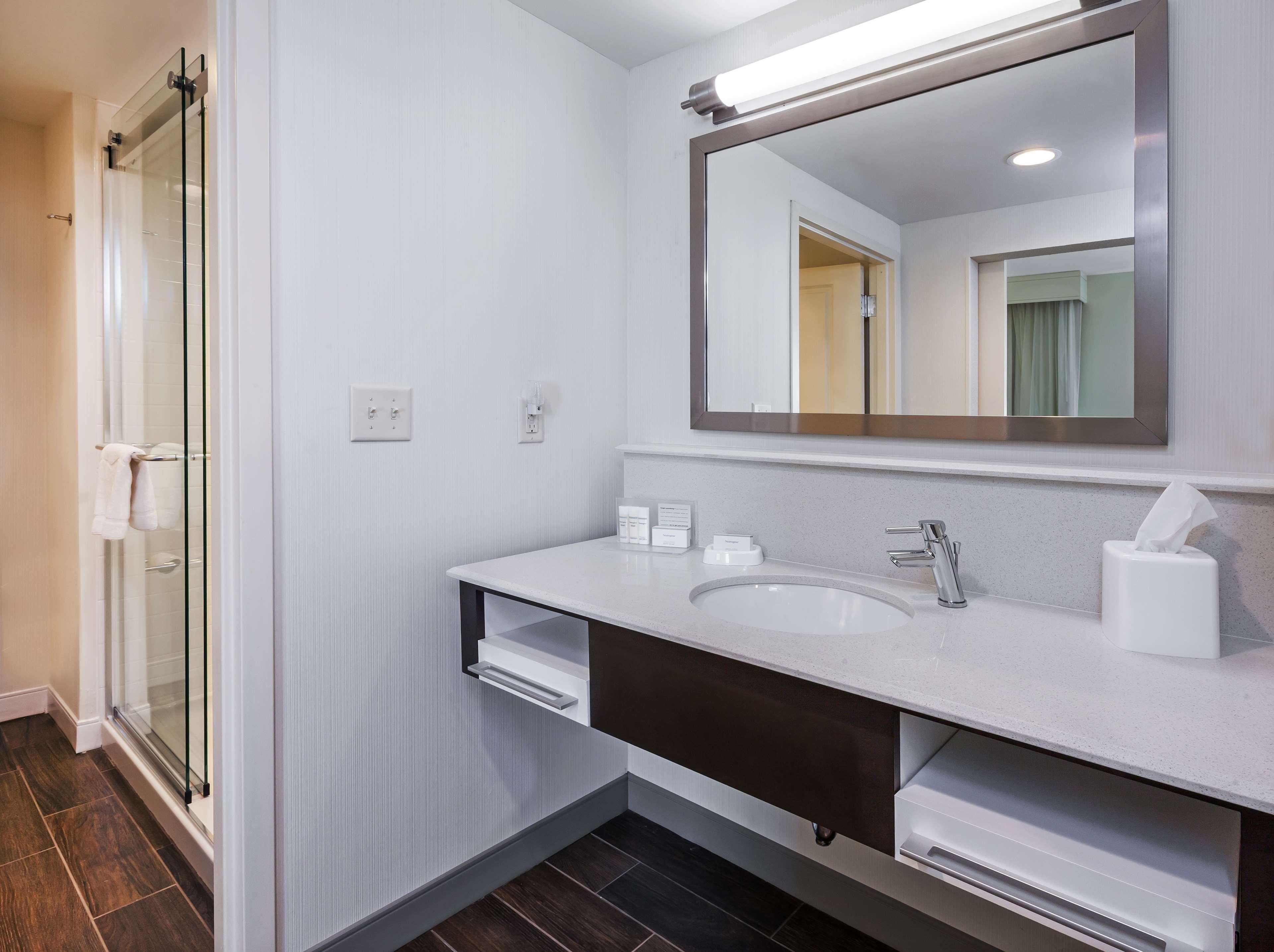 Hampton Inn & Suites Claremore image 25