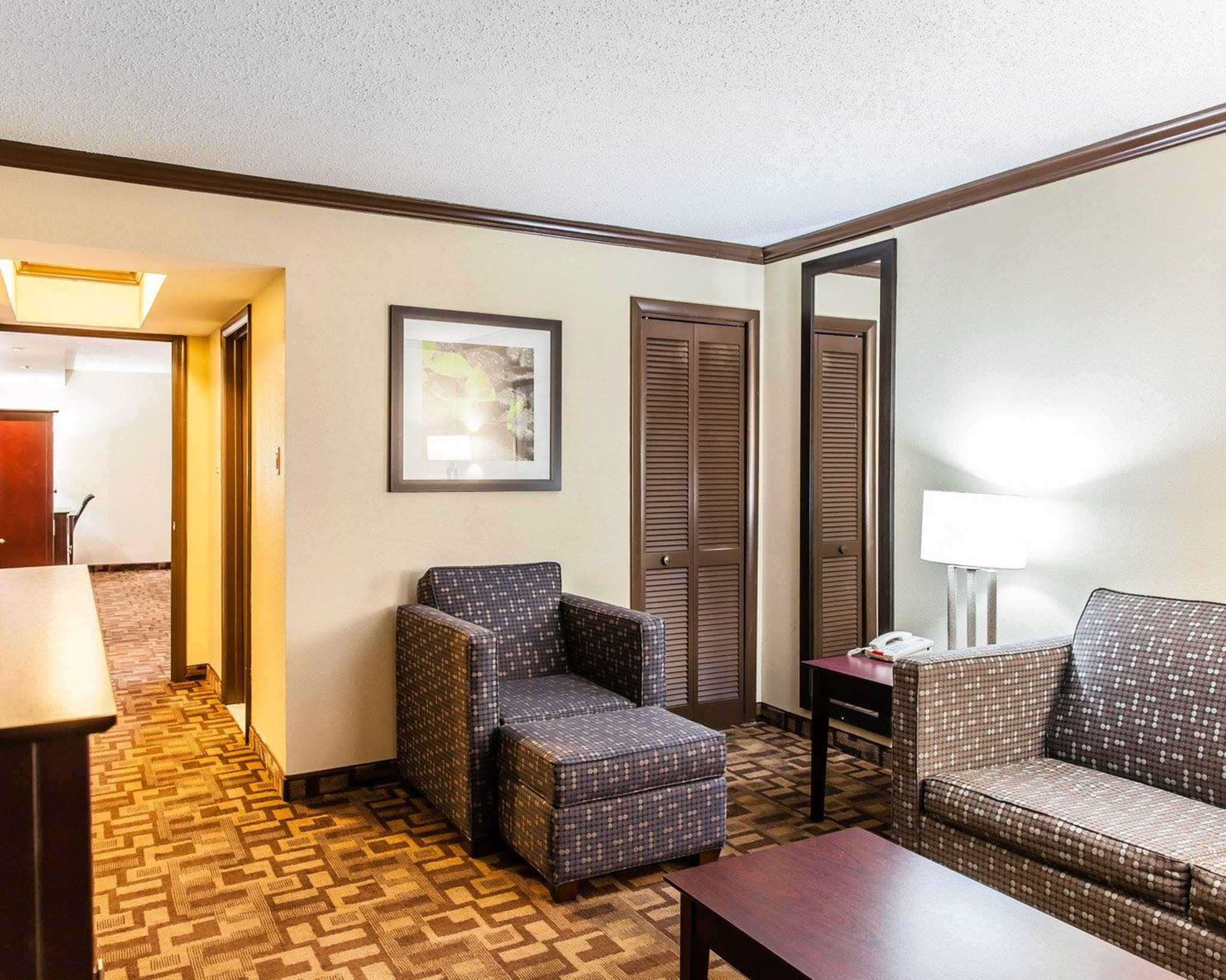Quality Inn & Suites image 9