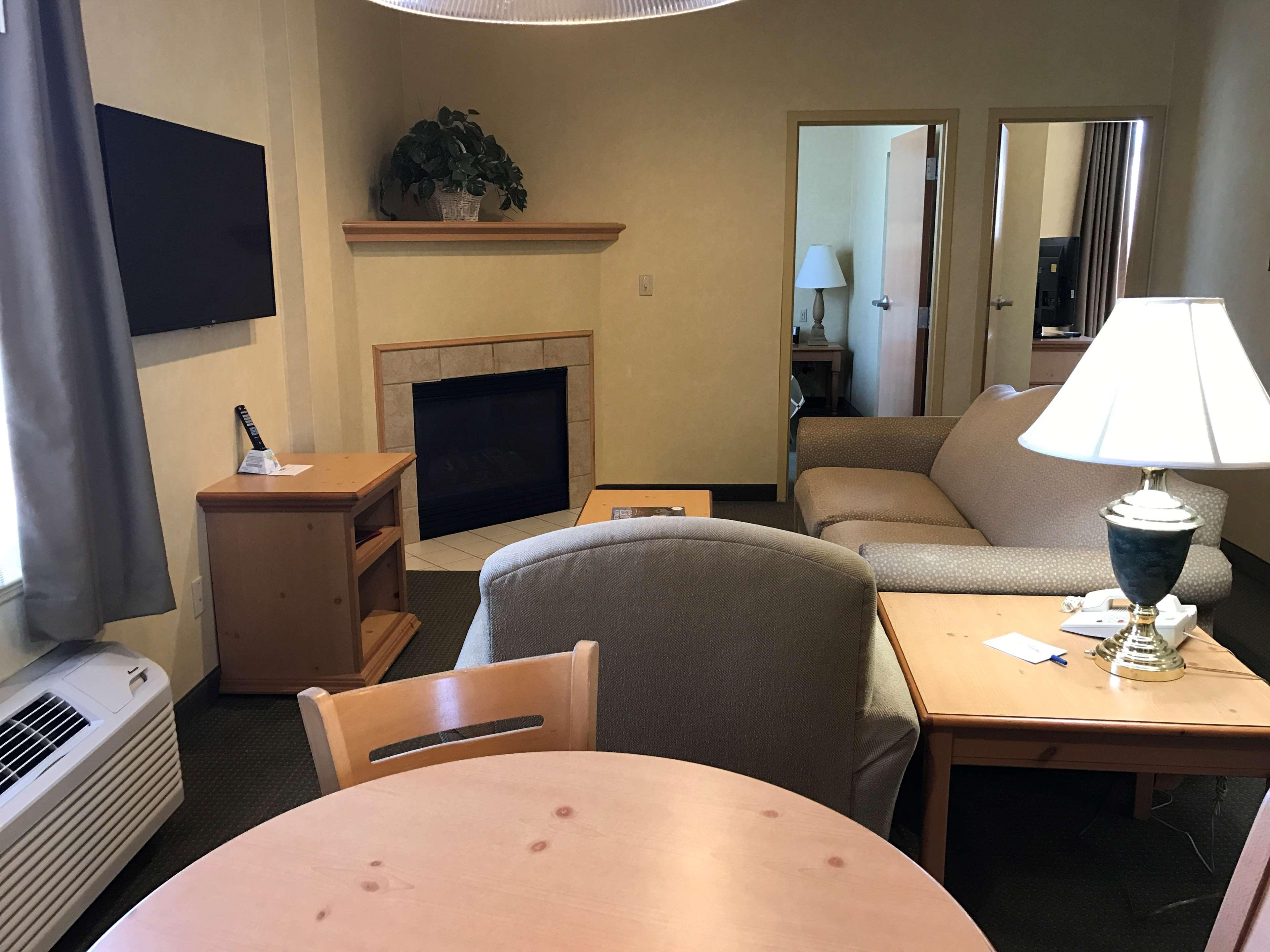 Best Western Plus Revere Inn & Suites image 26