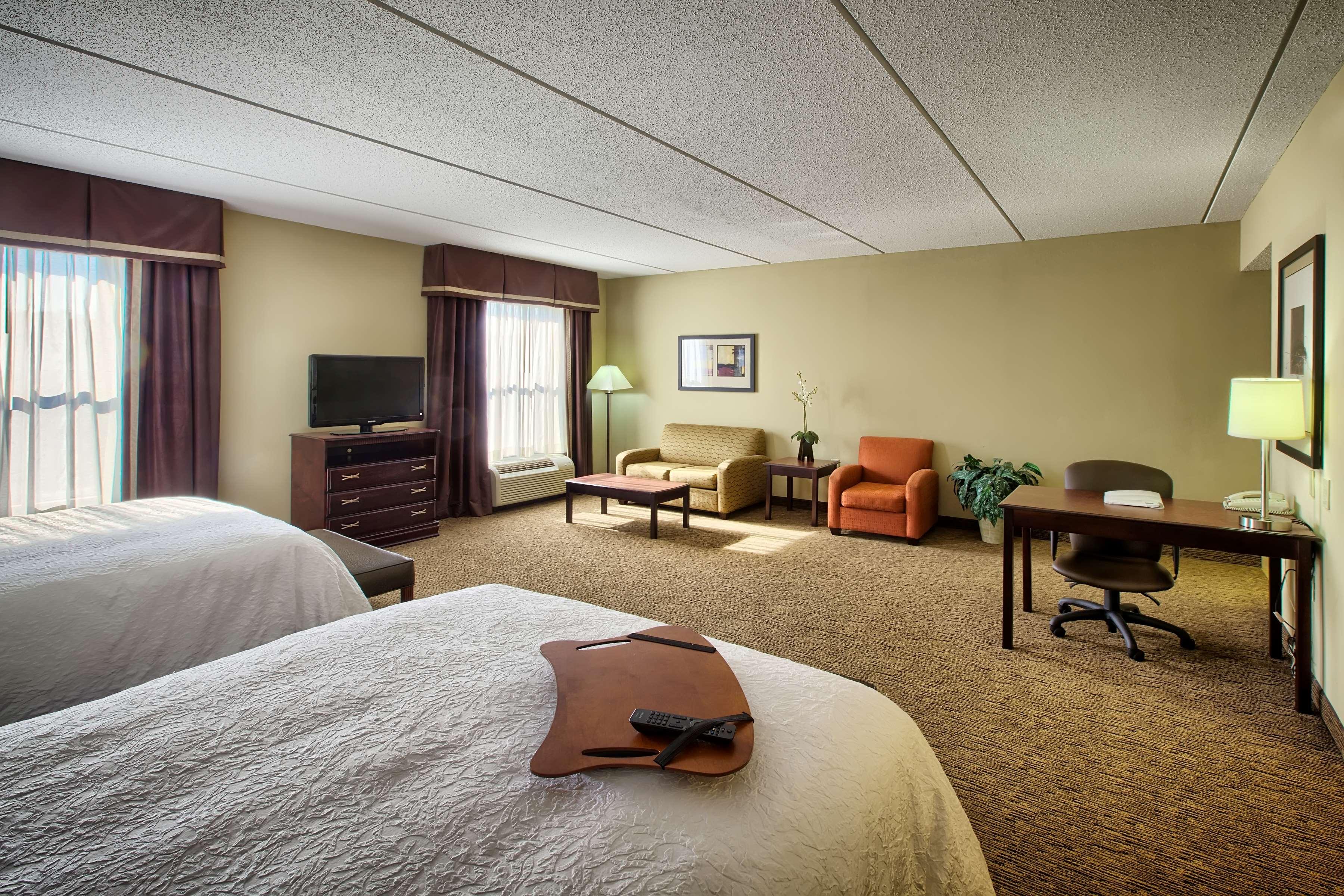 Hampton Inn & Suites Burlington image 19