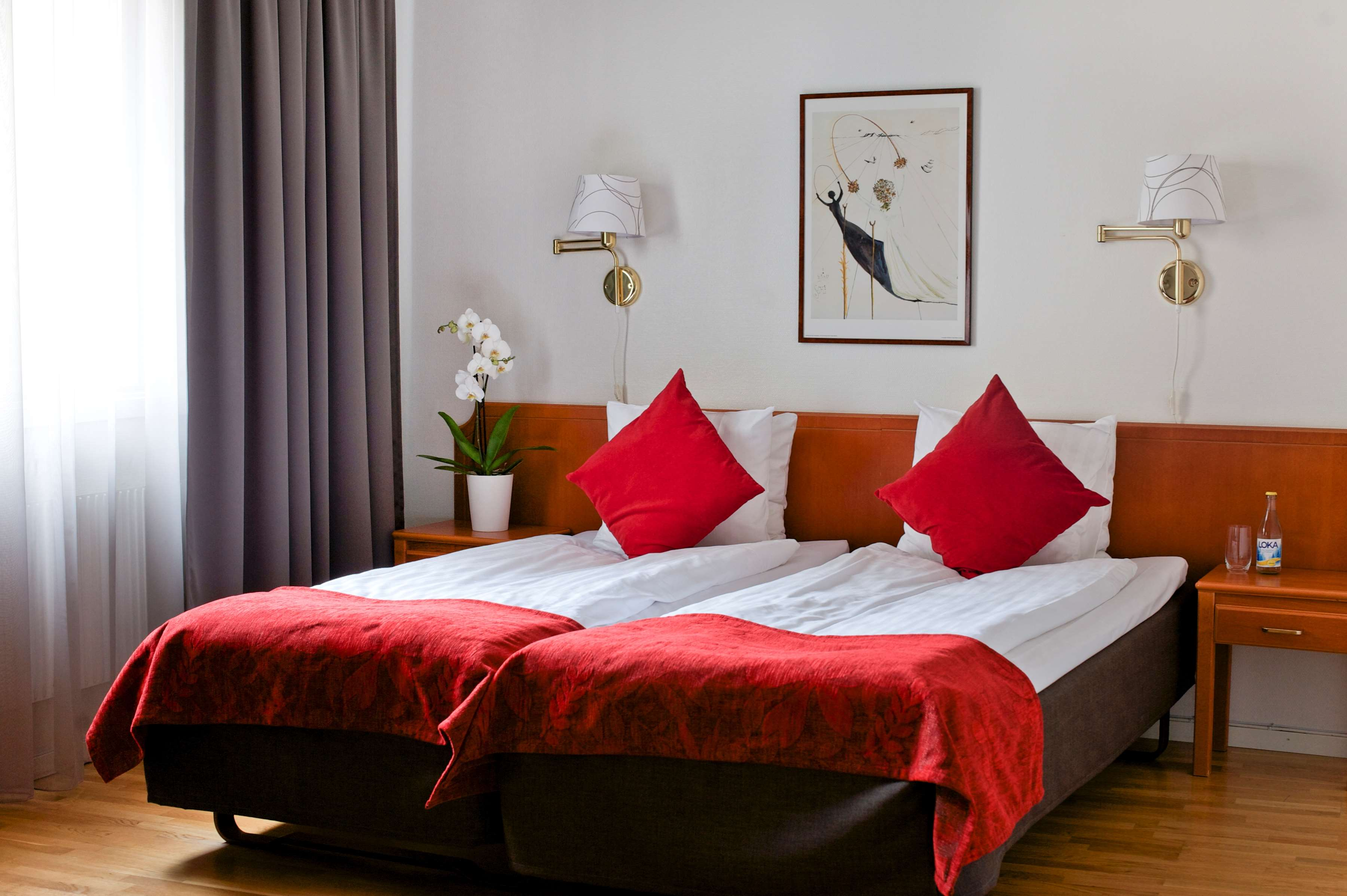 Two Twin Bed Guest Room