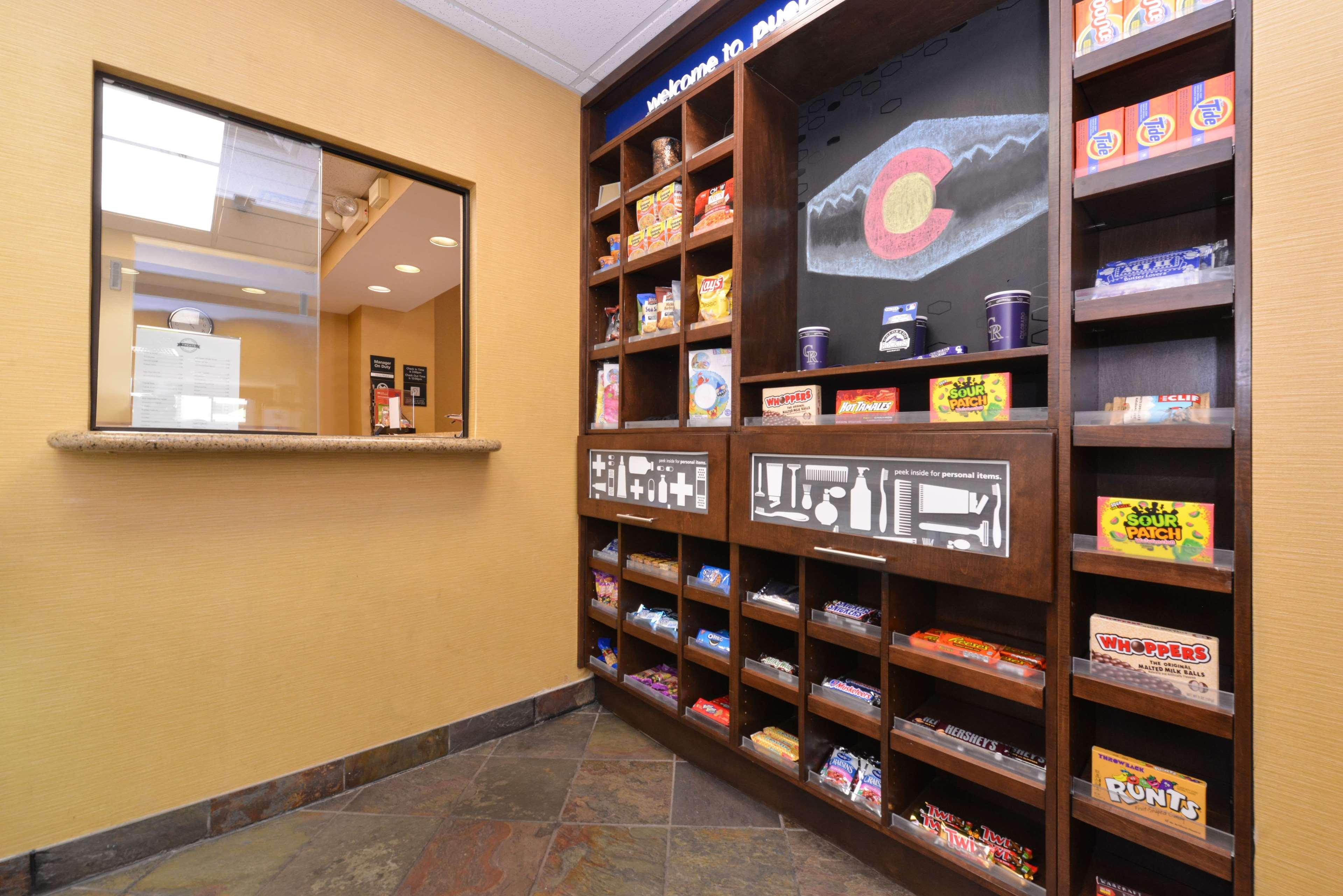 Hampton Inn & Suites Pueblo-Southgate image 11