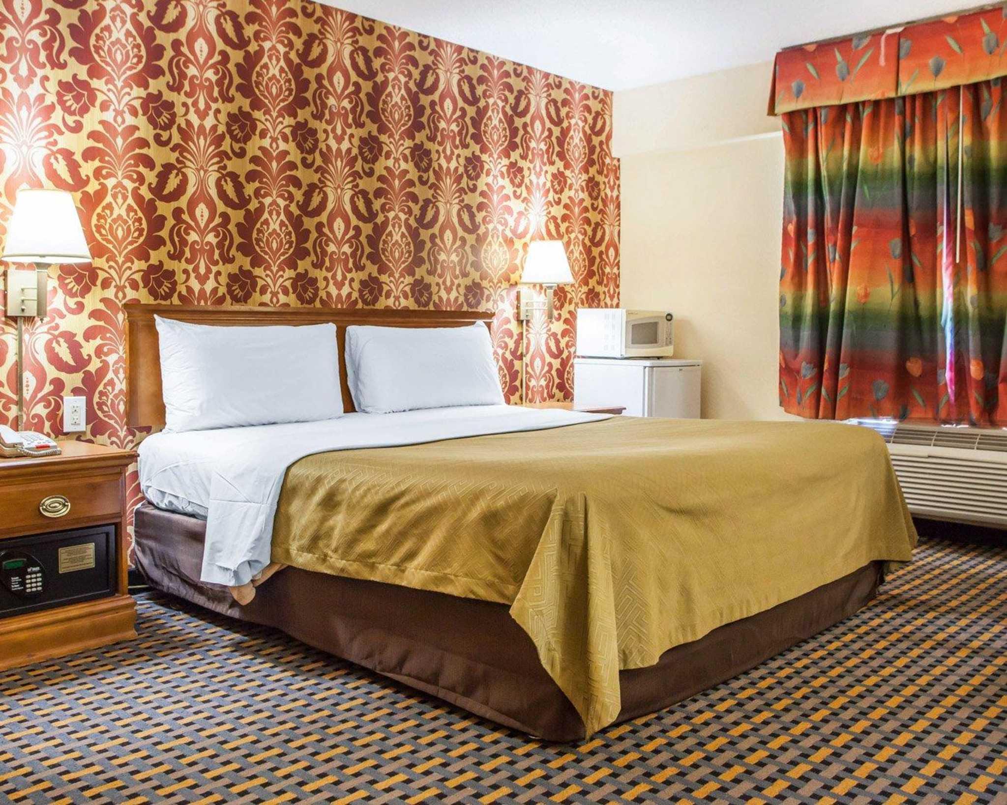 Econo Lodge image 17