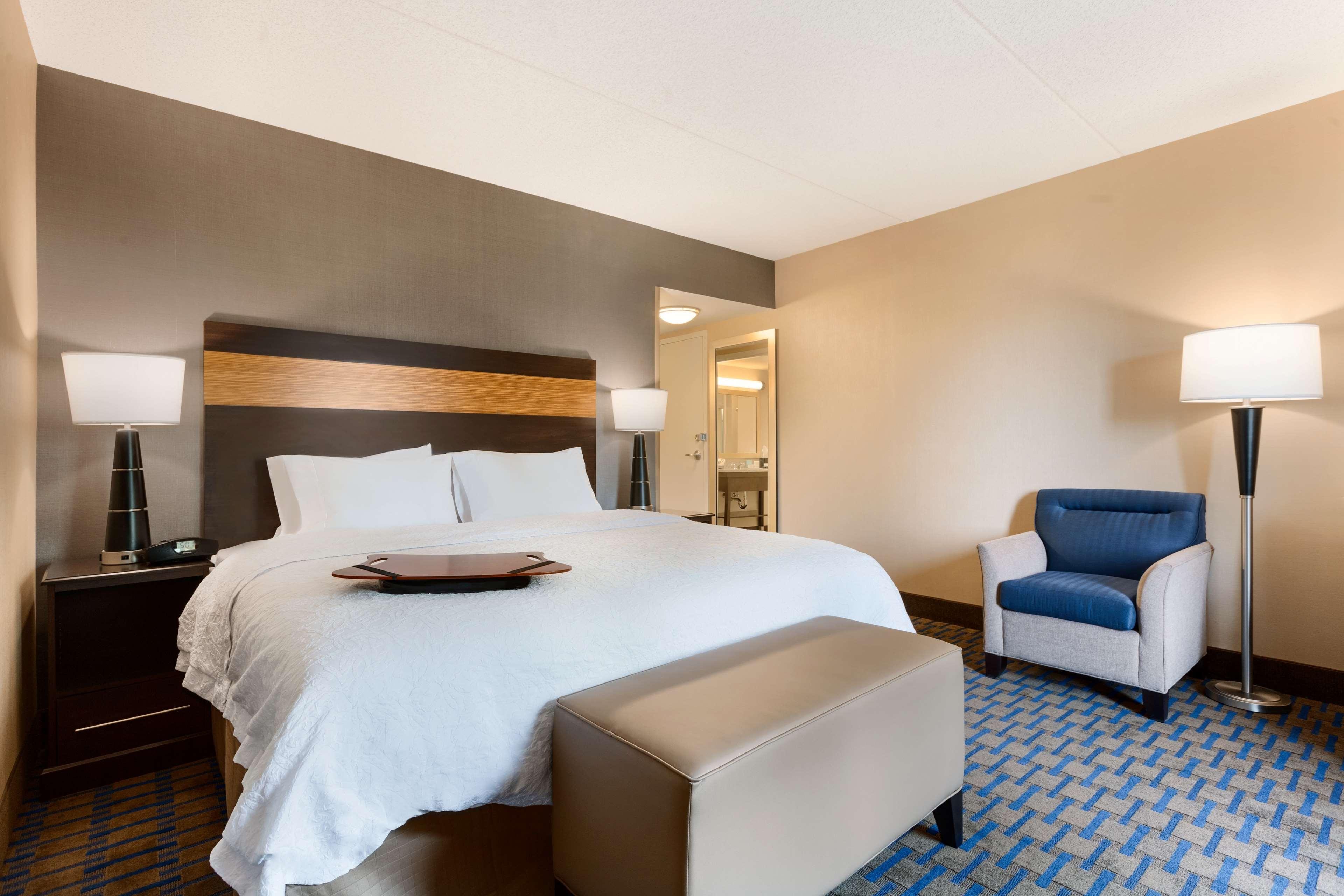 Hampton Inn & Suites Camp Springs/Andrews AFB image 9