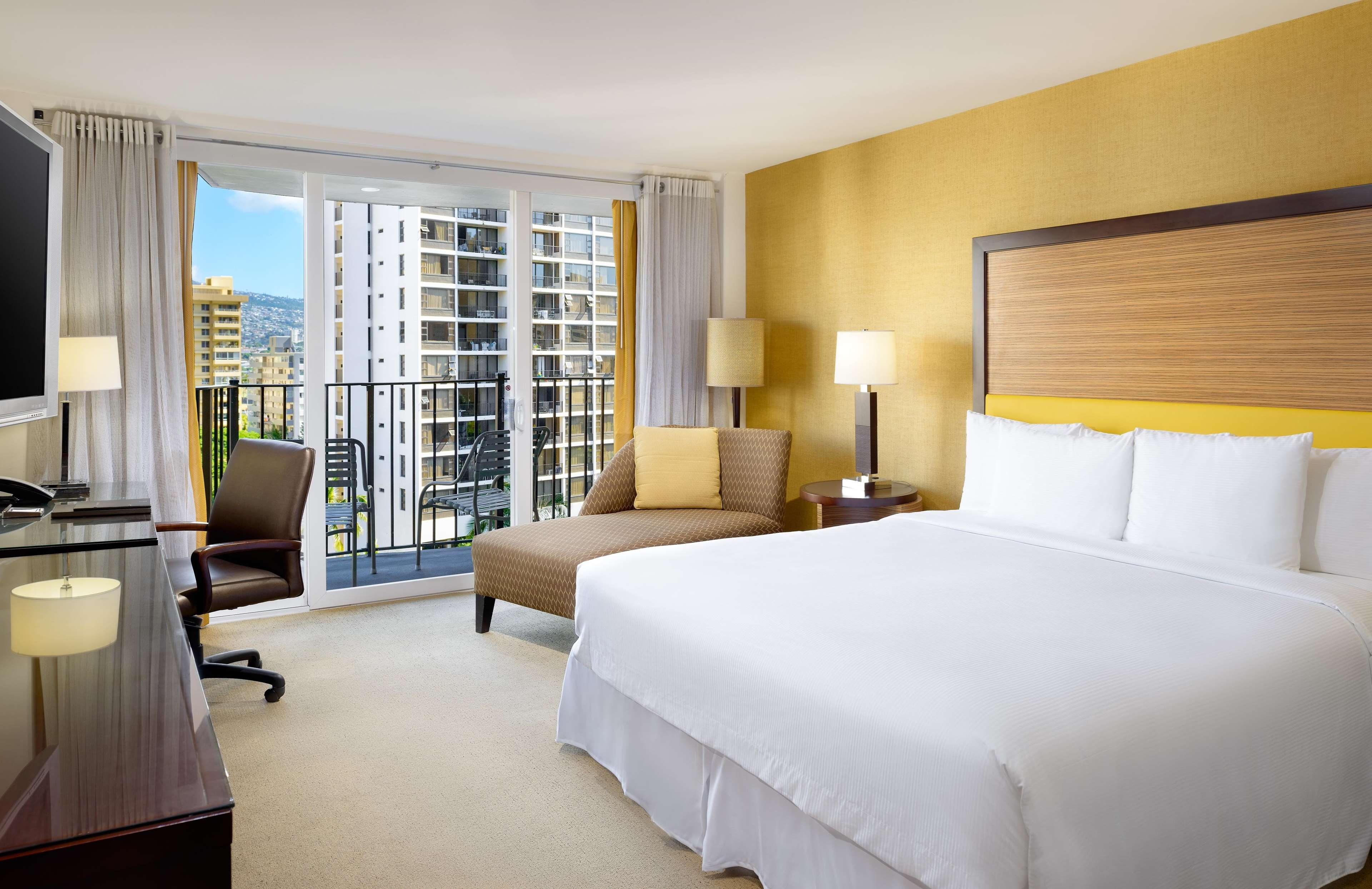 Hilton Waikiki Beach image 30