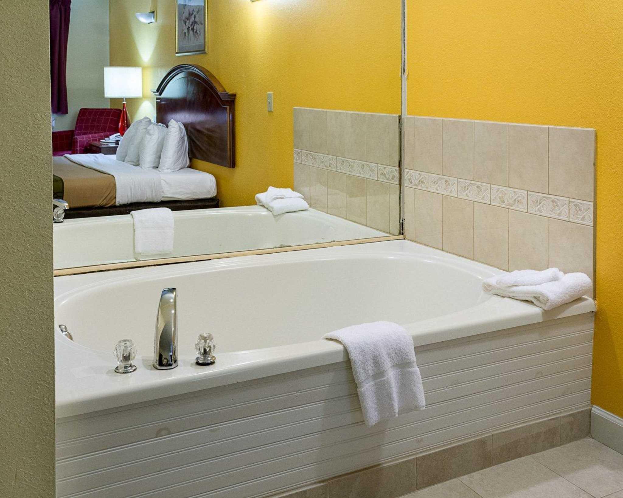 Econo Lodge Inn & Suites Carrollton Smithfield image 19