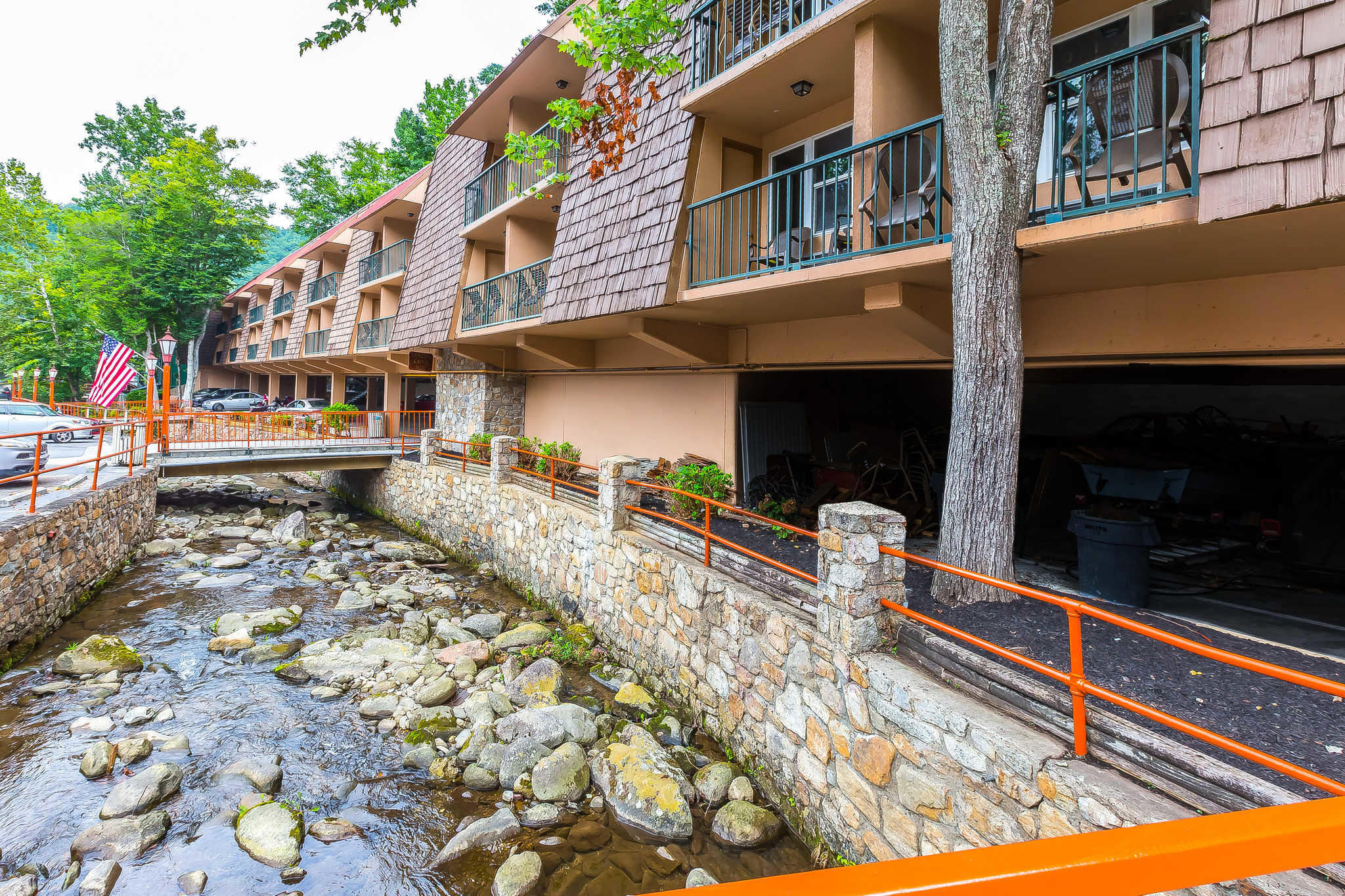 Quality Inn Creekside Downtown Gatlinburg At 125 Leconte